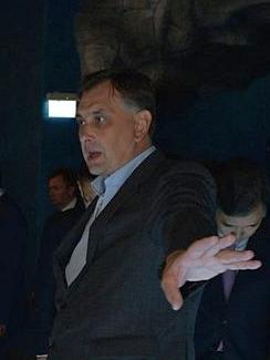 Adrianov in the Oceanarium on the Russky island (2015-09-04).jpg