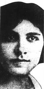 El rostro de una mujer joven;  tenía el pelo y los ojos oscuros;  la fotografía en blanco y negro está muy recortada alrededor de sus sienes, aparentemente para ajustarse al ancho de una columna de periódico.