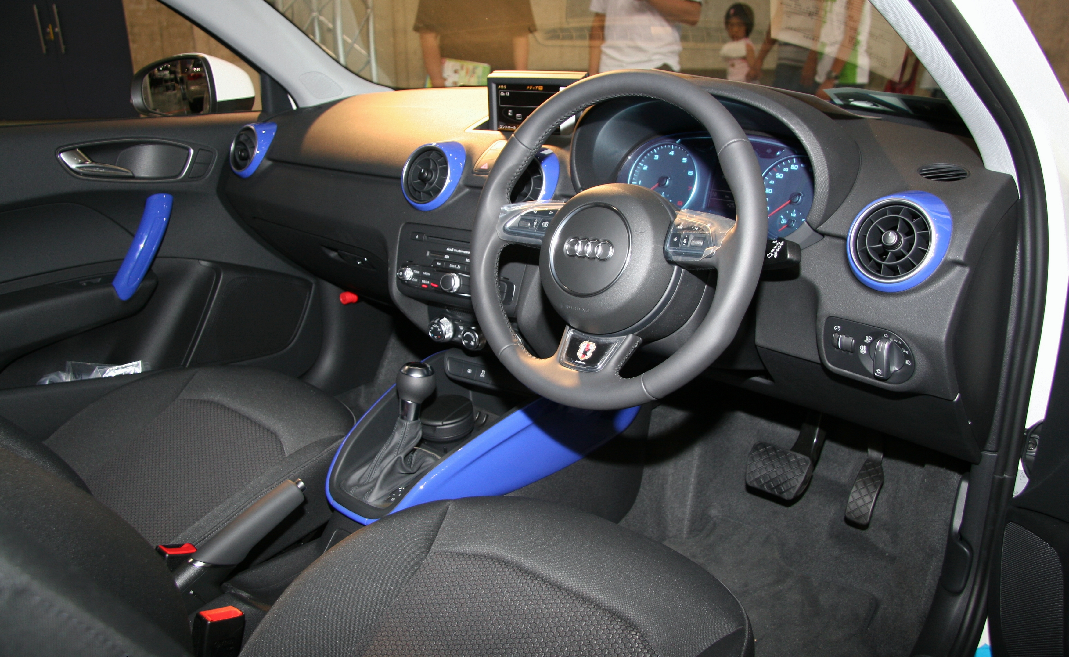 File Audi A1 Samurai Blue Interior Jpg Wikimedia Commons