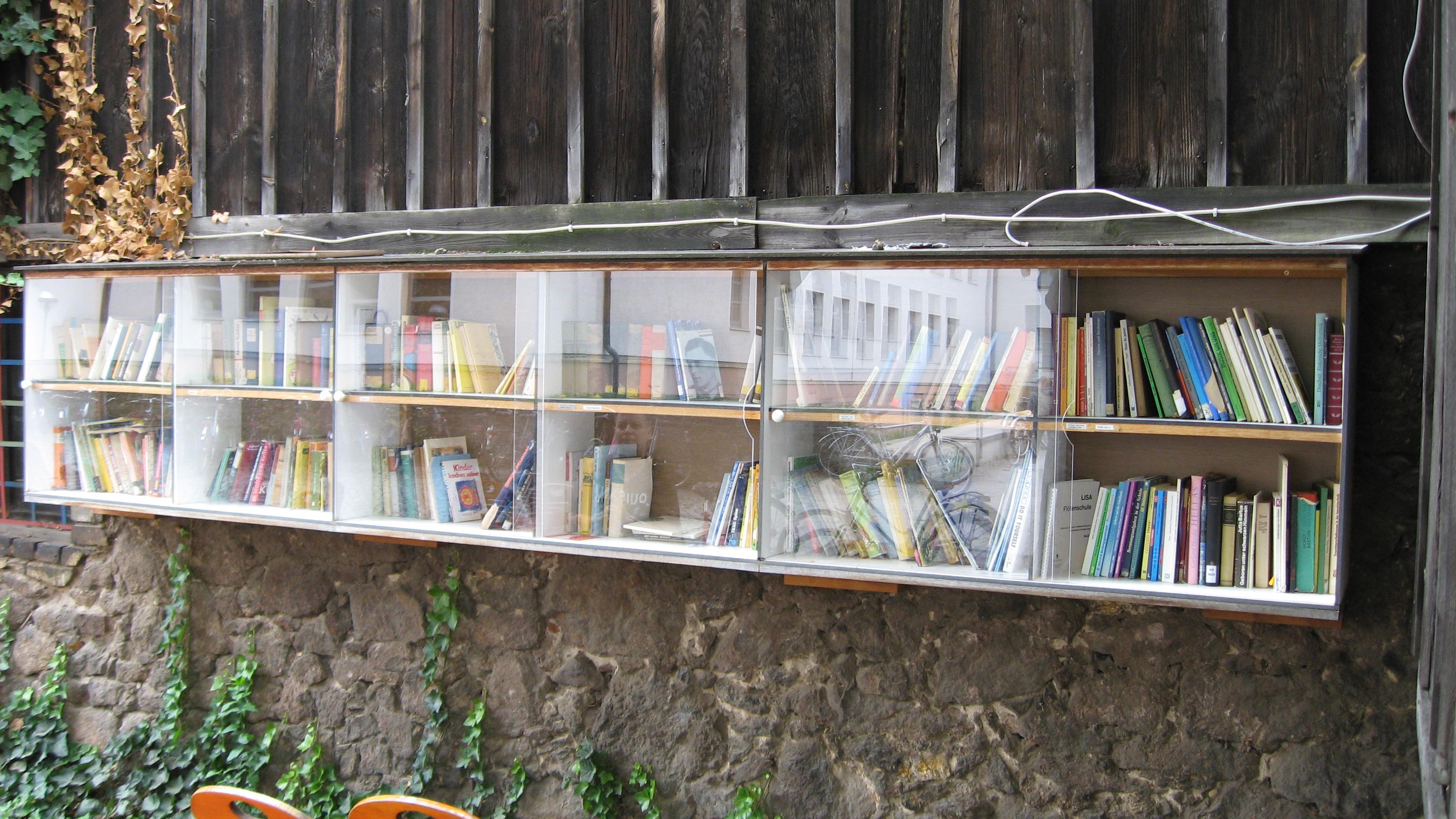 Bücherregal Halle