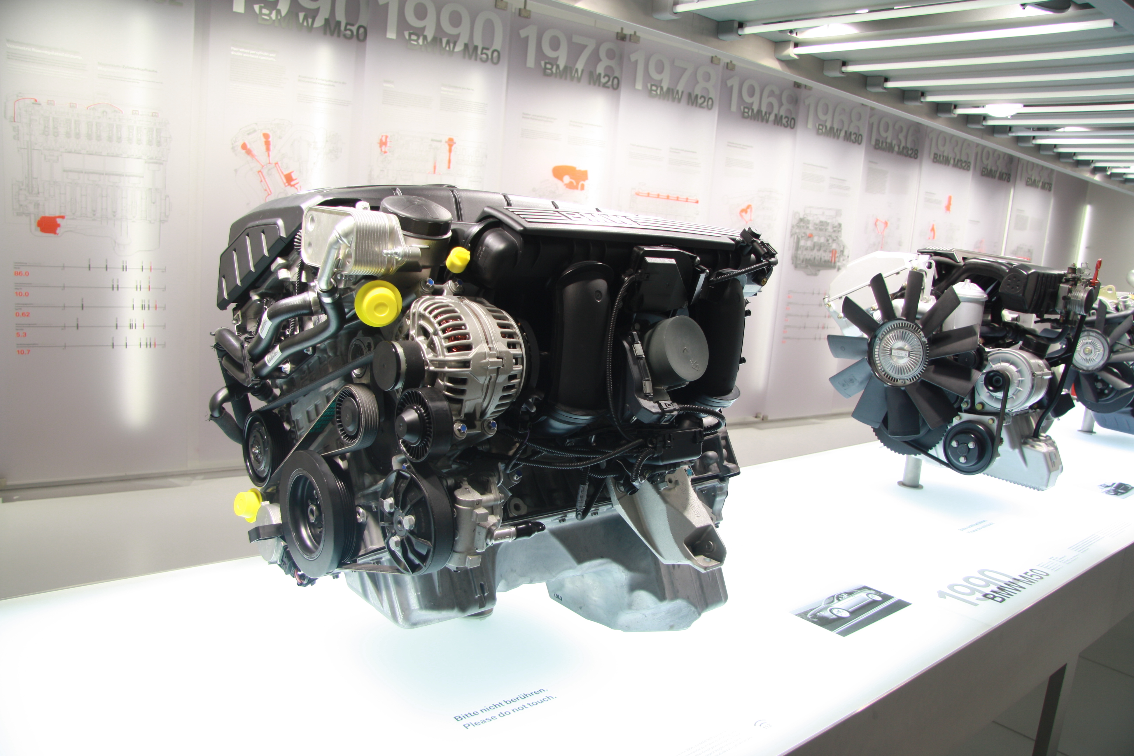 file bmw n52 engine in bmw museum in munich bayern jpg. Black Bedroom Furniture Sets. Home Design Ideas