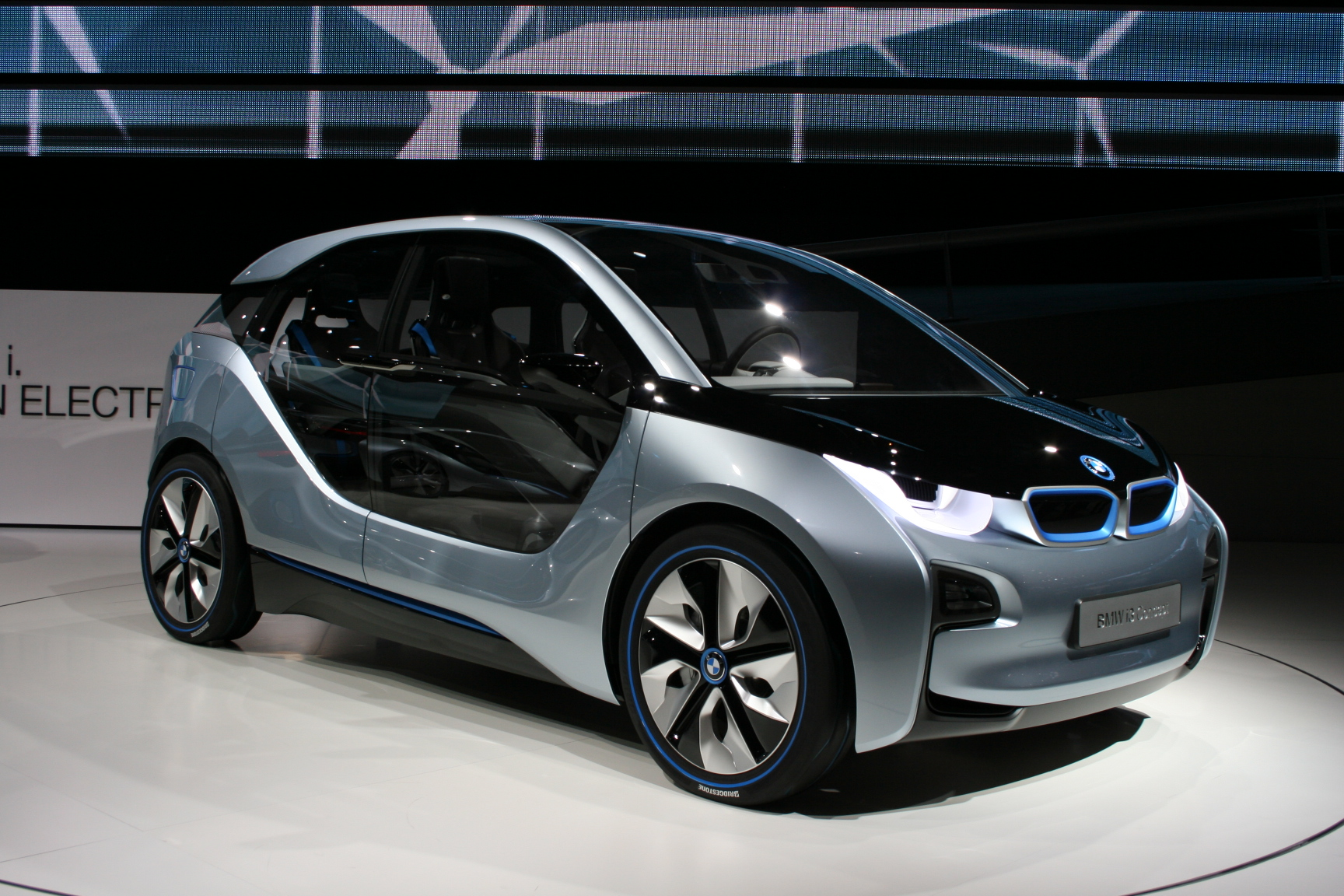 bmw i3 at a glance. electric and electrifying