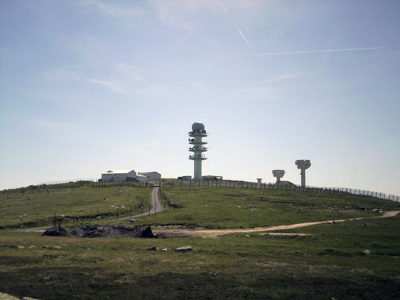 Milit rische funkstation pierre sur haute wikipedia for Haute pierre