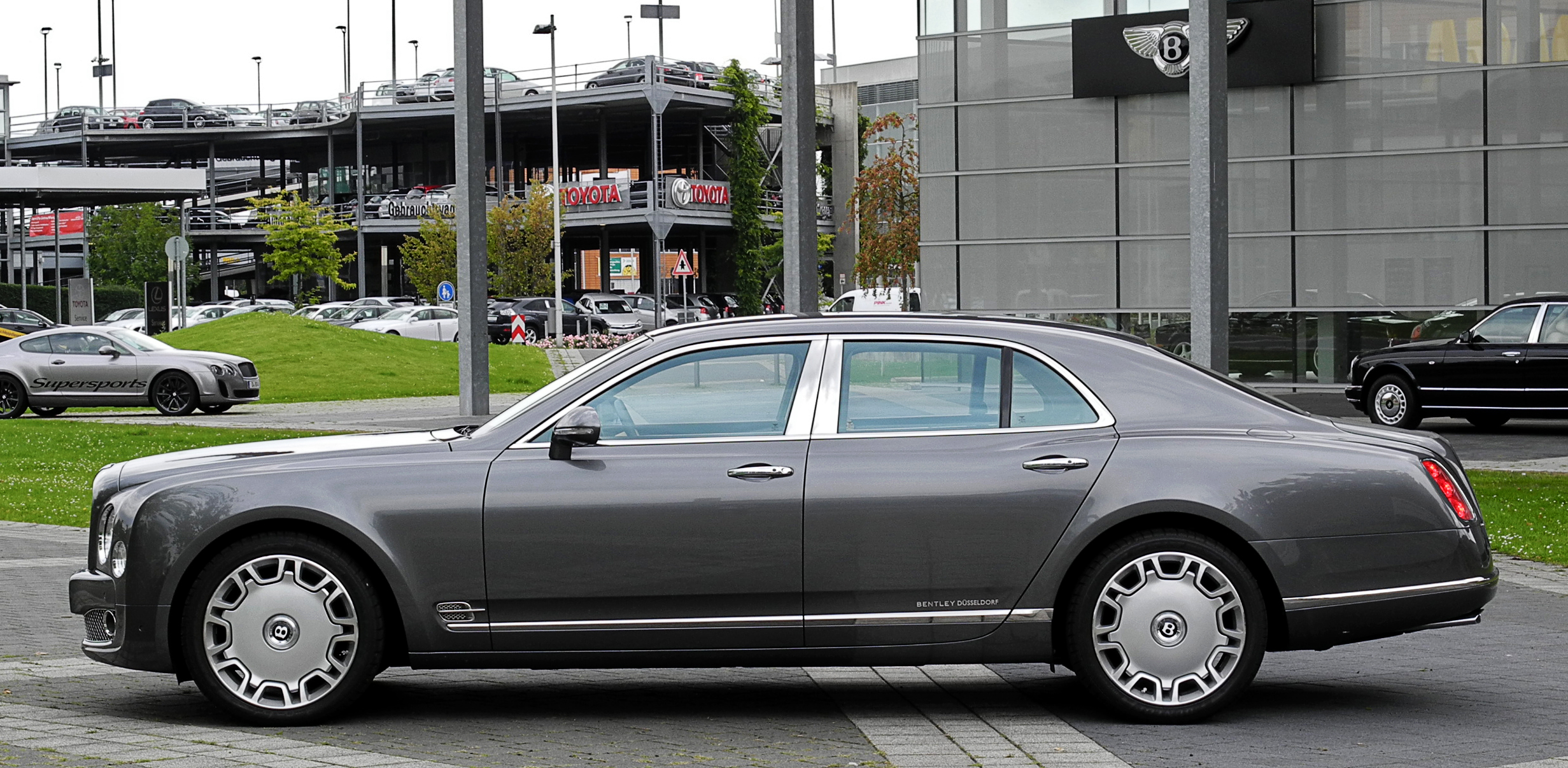 FileBentley Mulsanne  Seitenansicht 10 August 2011 Dsseldorf
