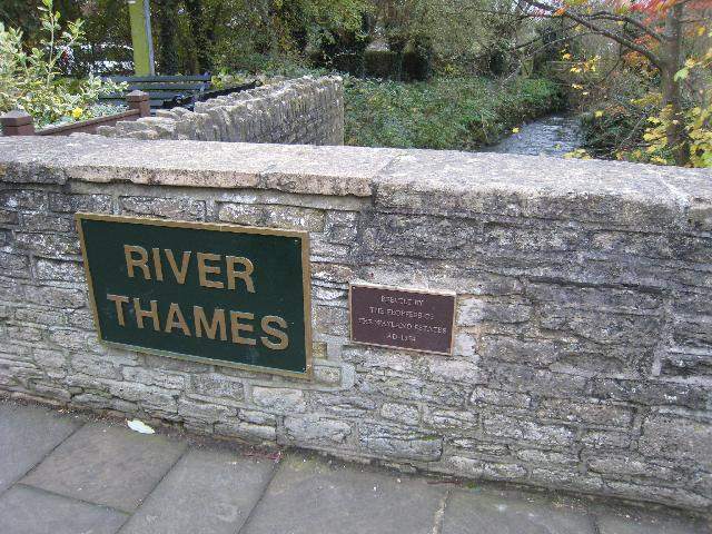 Bridge over the Thames - geograph.org.uk - 1048206