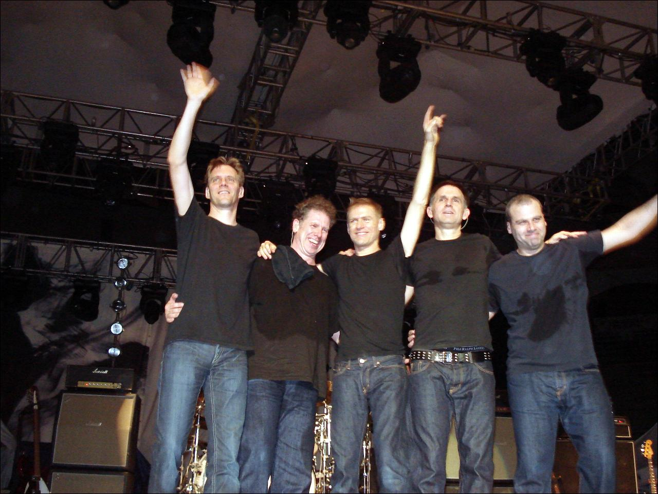 List Of Bryan Adams Backing Band Members Wikiwand