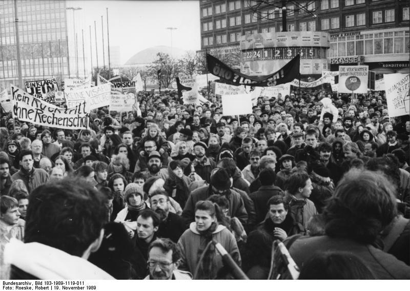 Bundesarchiv Bild 183-1989-1119-011, Berlin, Demonstration für Grundrechte.jpg