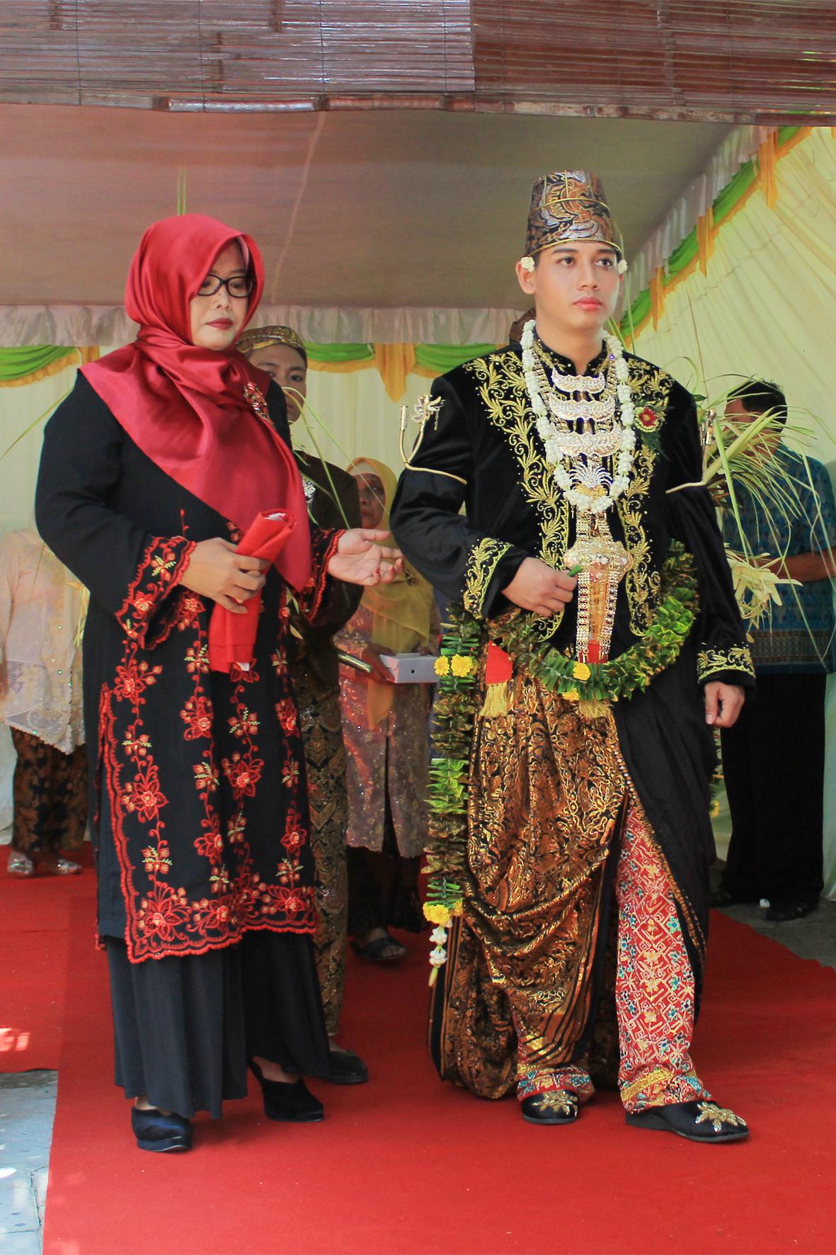File:Busana Pengantin Pria Jawa Paes Ageng Kanigaran.jpg