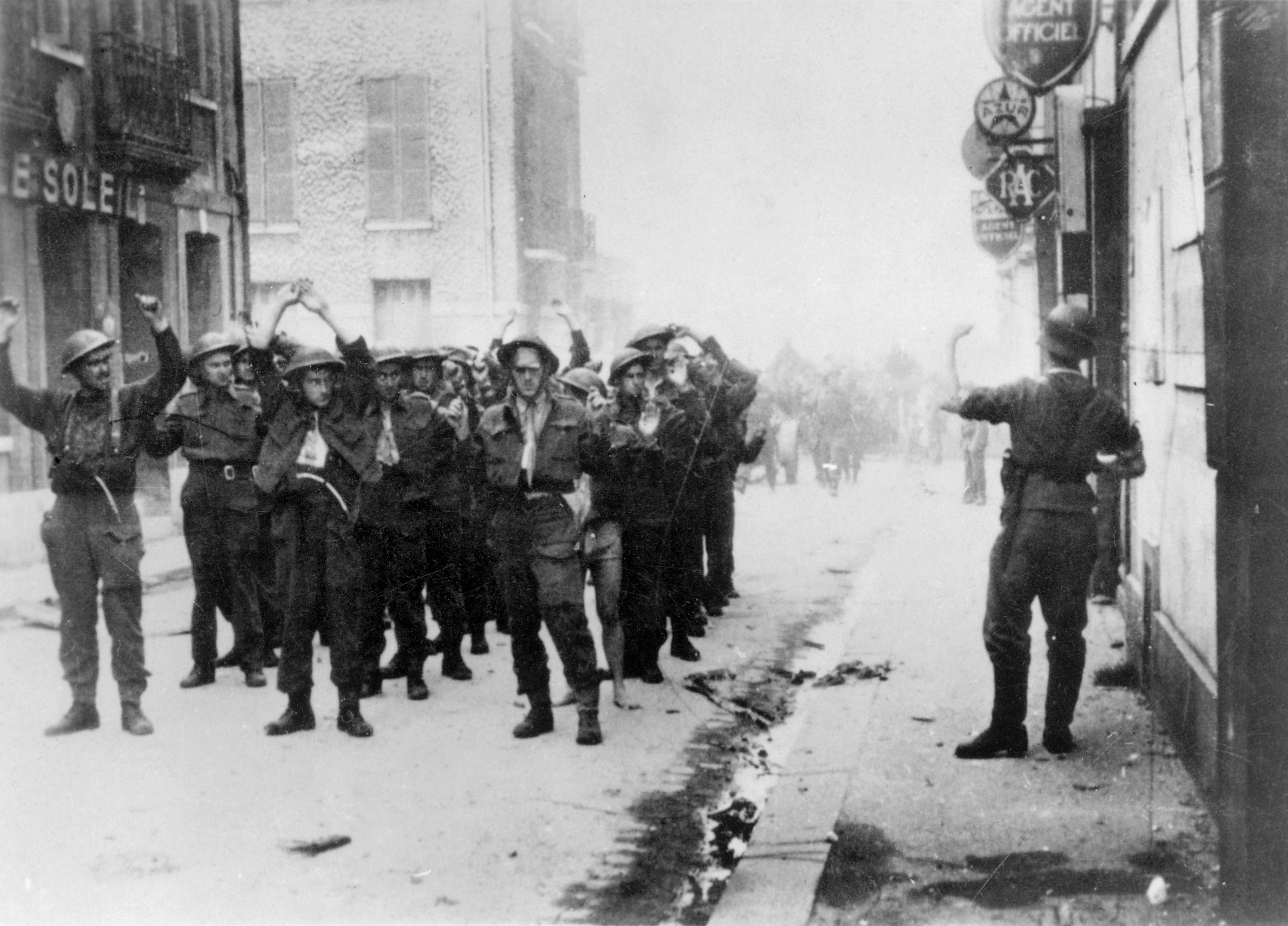 File:Canadian POWs, Dieppe.jpg