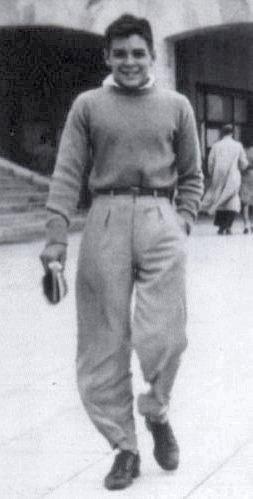 Ernesto Guevara de vacaciones en Mar del Plata (ca. 1943, 15 años).