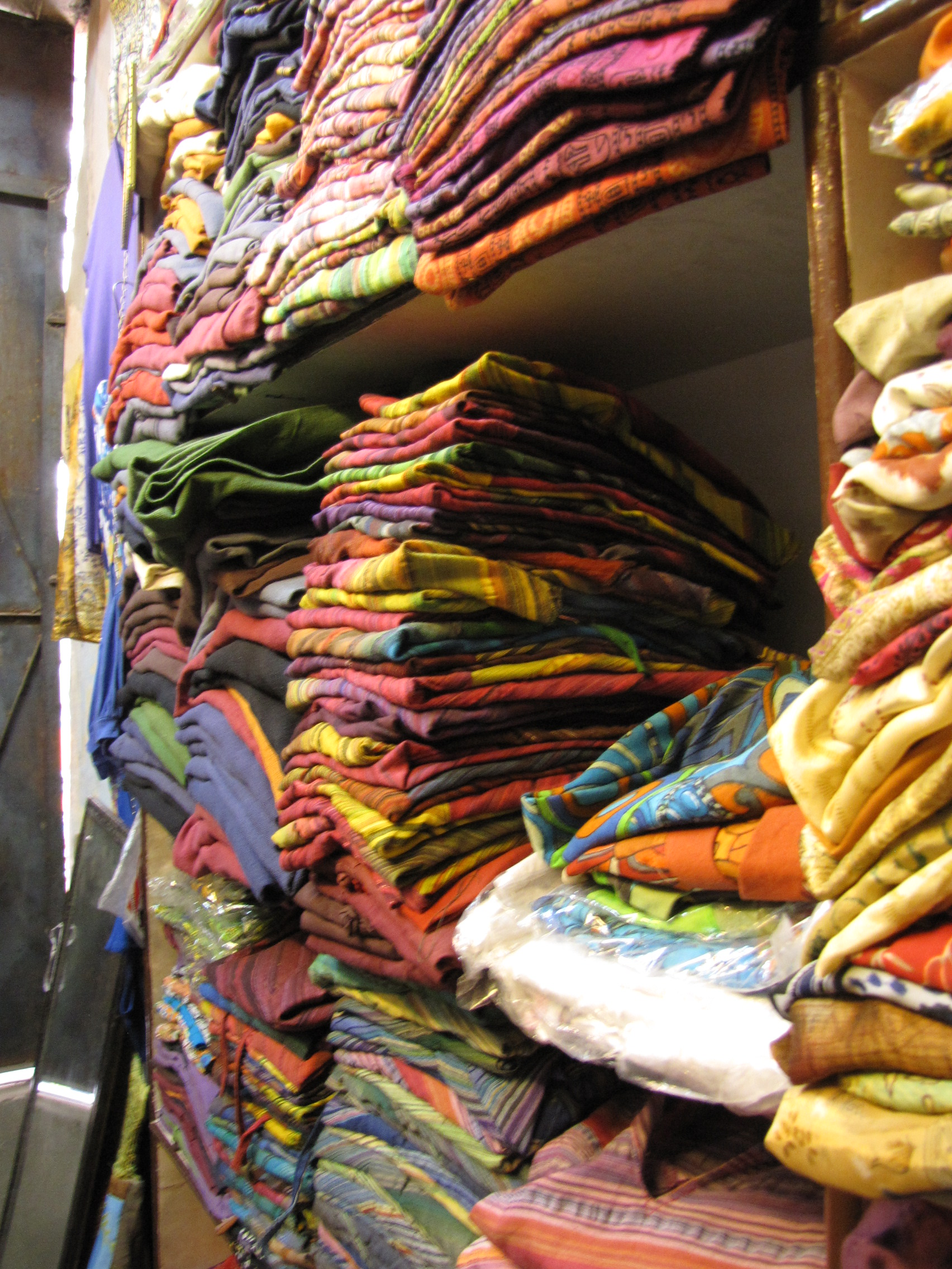 File:Clothes shop in Paharganj 02 (Friar\u0027s Balsam Flickr).jpg