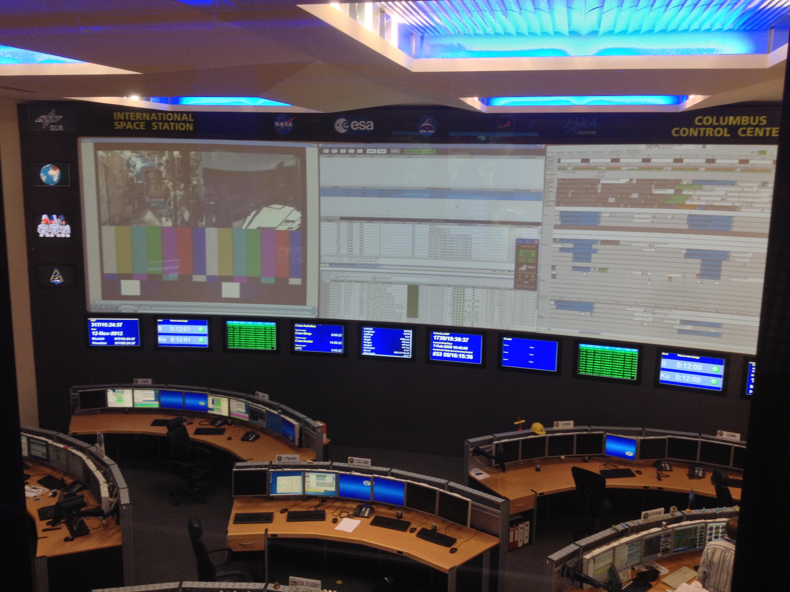 Datei:Columbus Control Center at DLR Oberpfaffenhoffen (8182061318).jpg –  Wikipedia