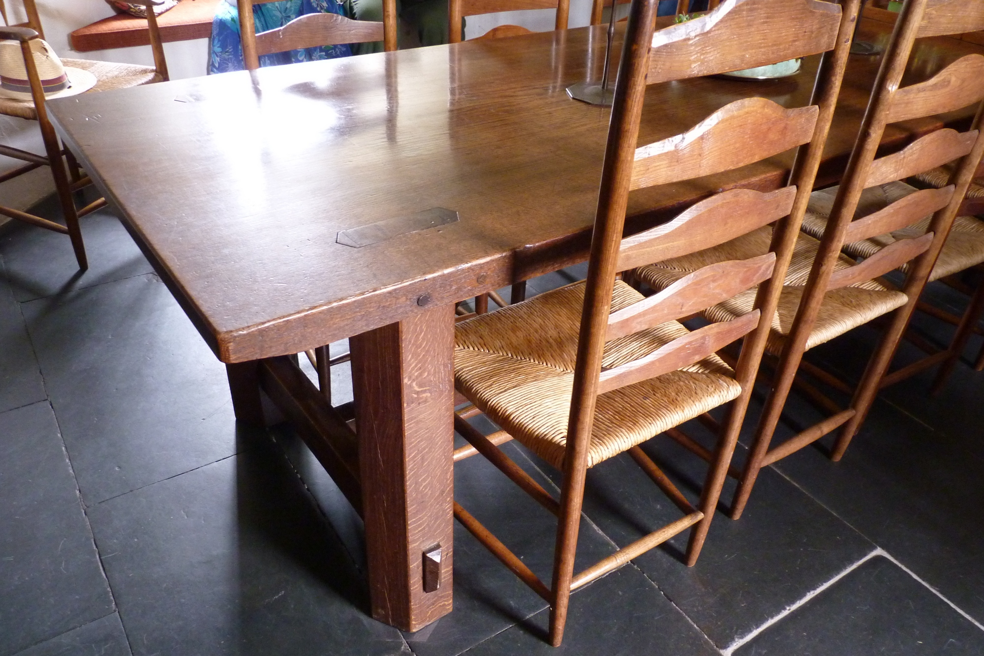 Filedining table by sidney barnsley stoneywell for Second hand dining table chairs sydney