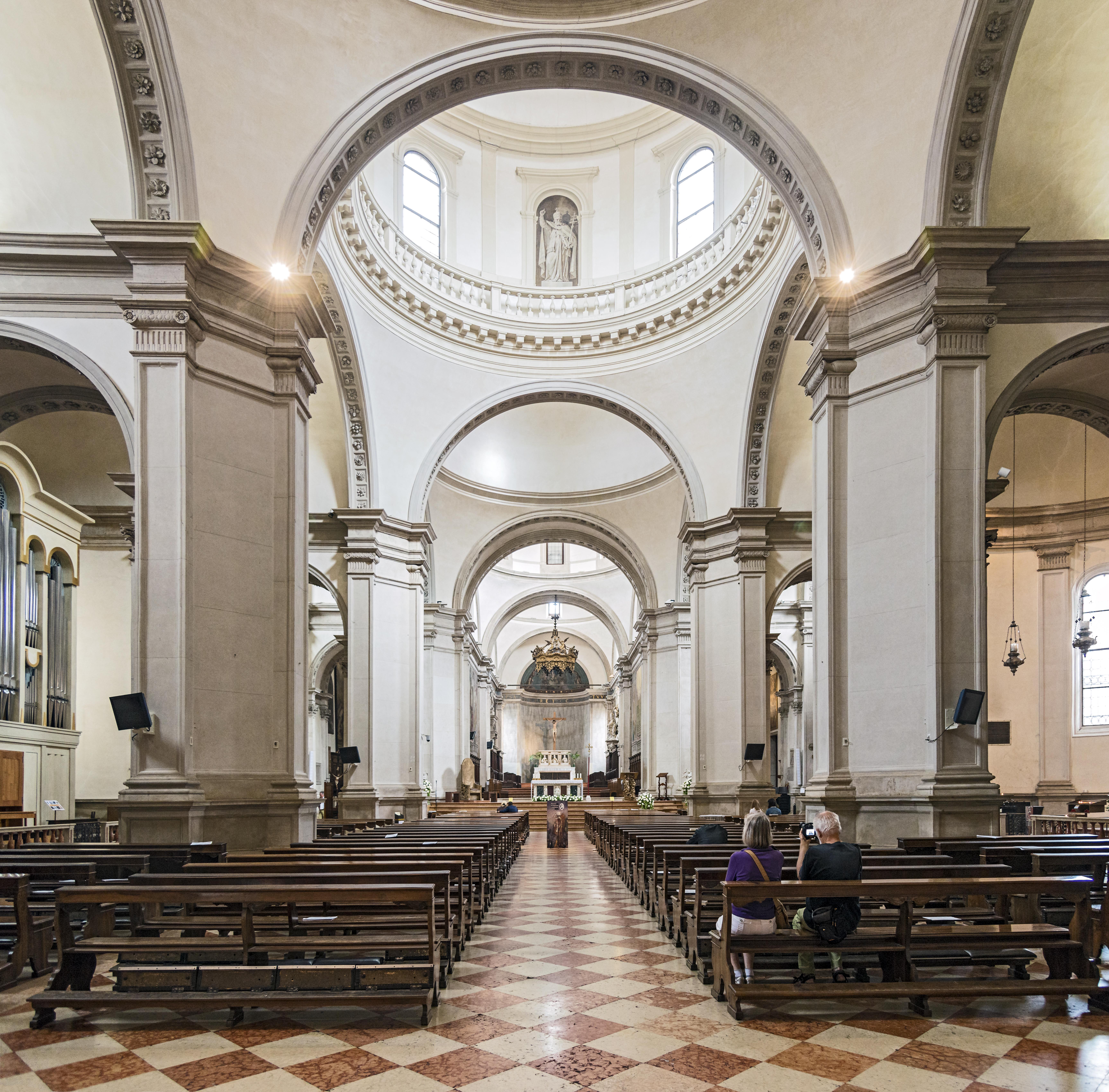 L imponente interno della Cattedrale