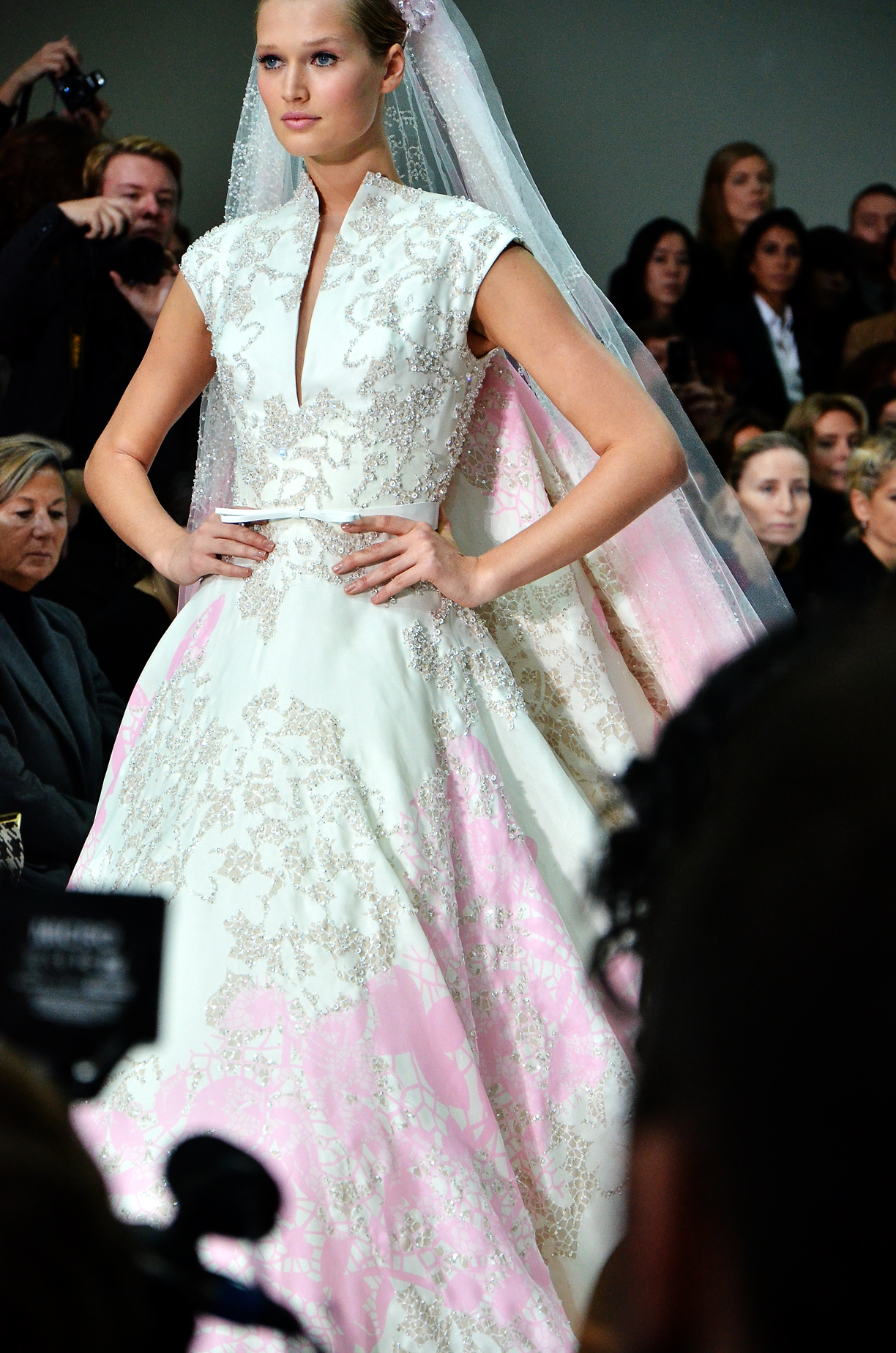File elie saab wedding dress paris haute couture spring for Haute couture wikipedia