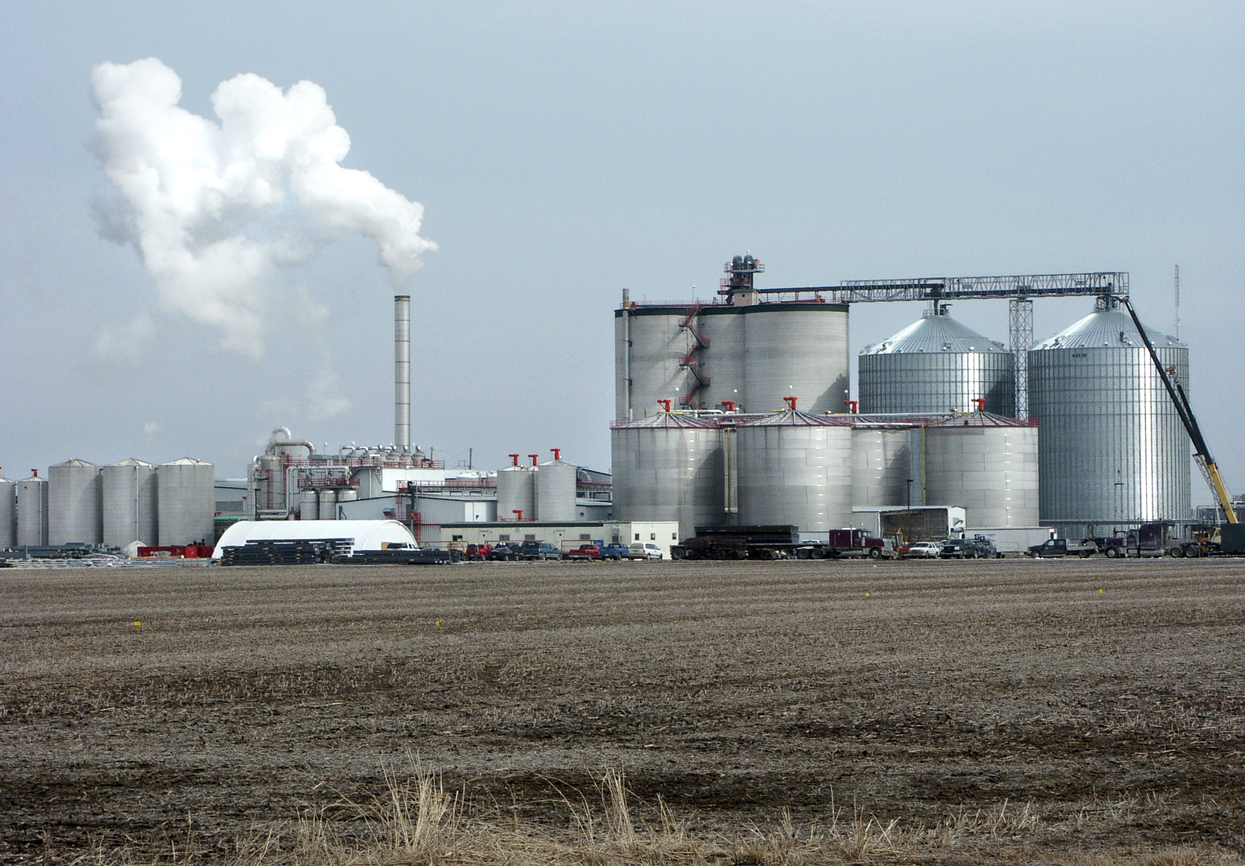 http://upload.wikimedia.org/wikipedia/commons/3/35/Ethanol_plant.jpg