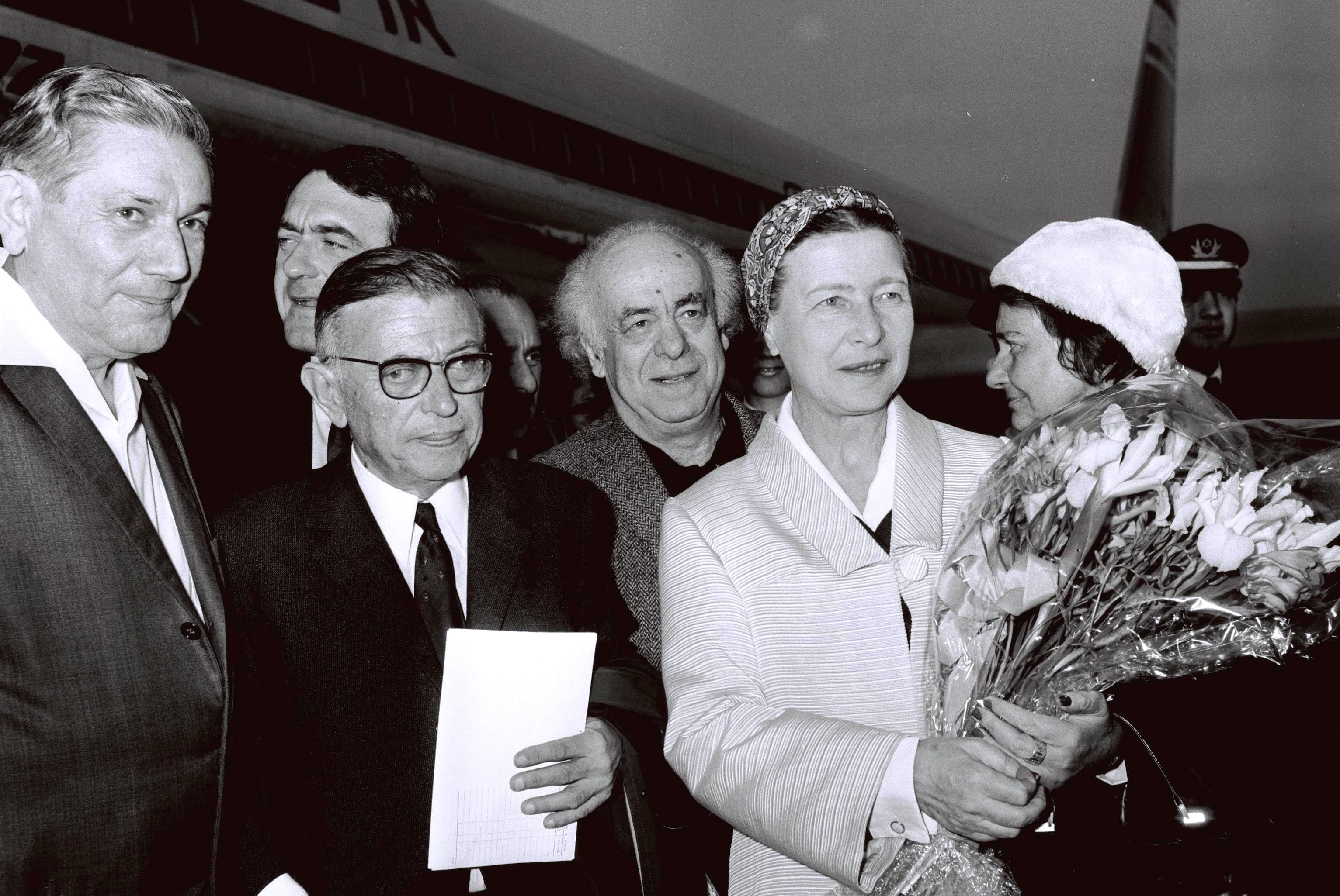 Simone de Beauvoir | Beauvoir and Sartre arriving Israel, welcomed by Avraham Shlonsky and Leah Goldberg, 1967