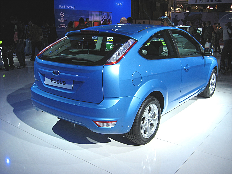 Ford_focus-my08_rear-view.jpg