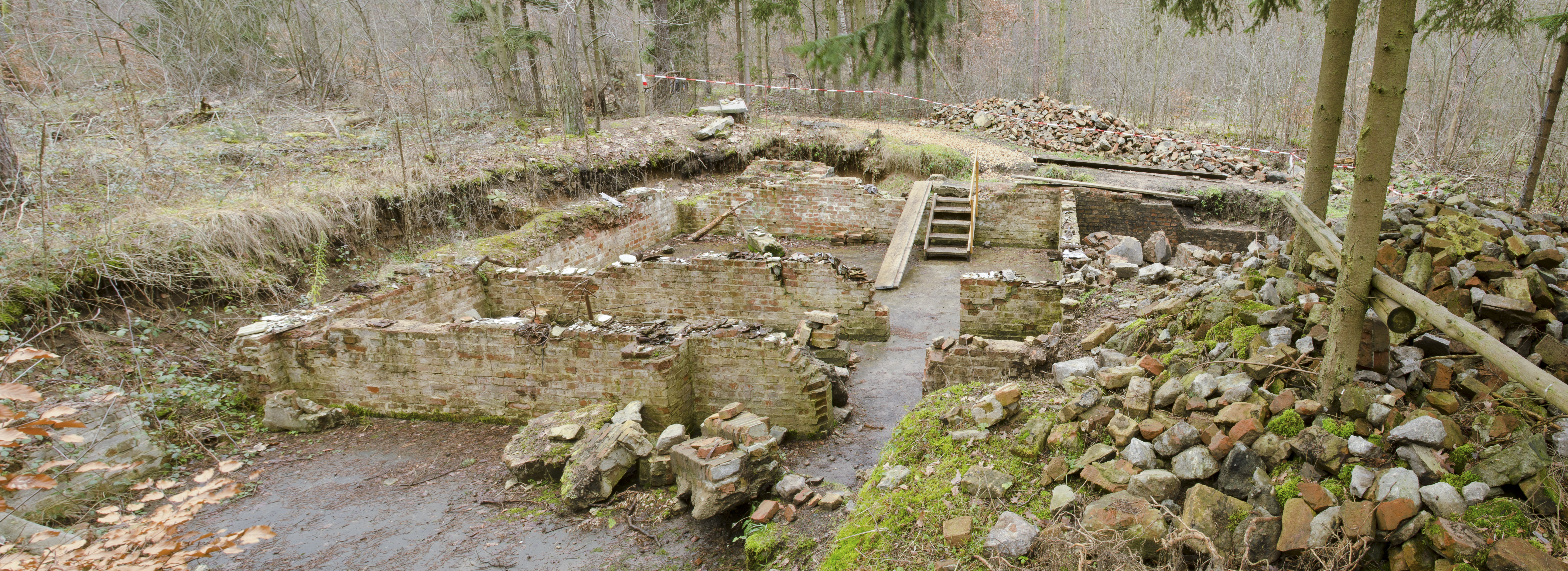 File:Former cellar of kitchen barrack - Nazi labour camp Walldorf ...