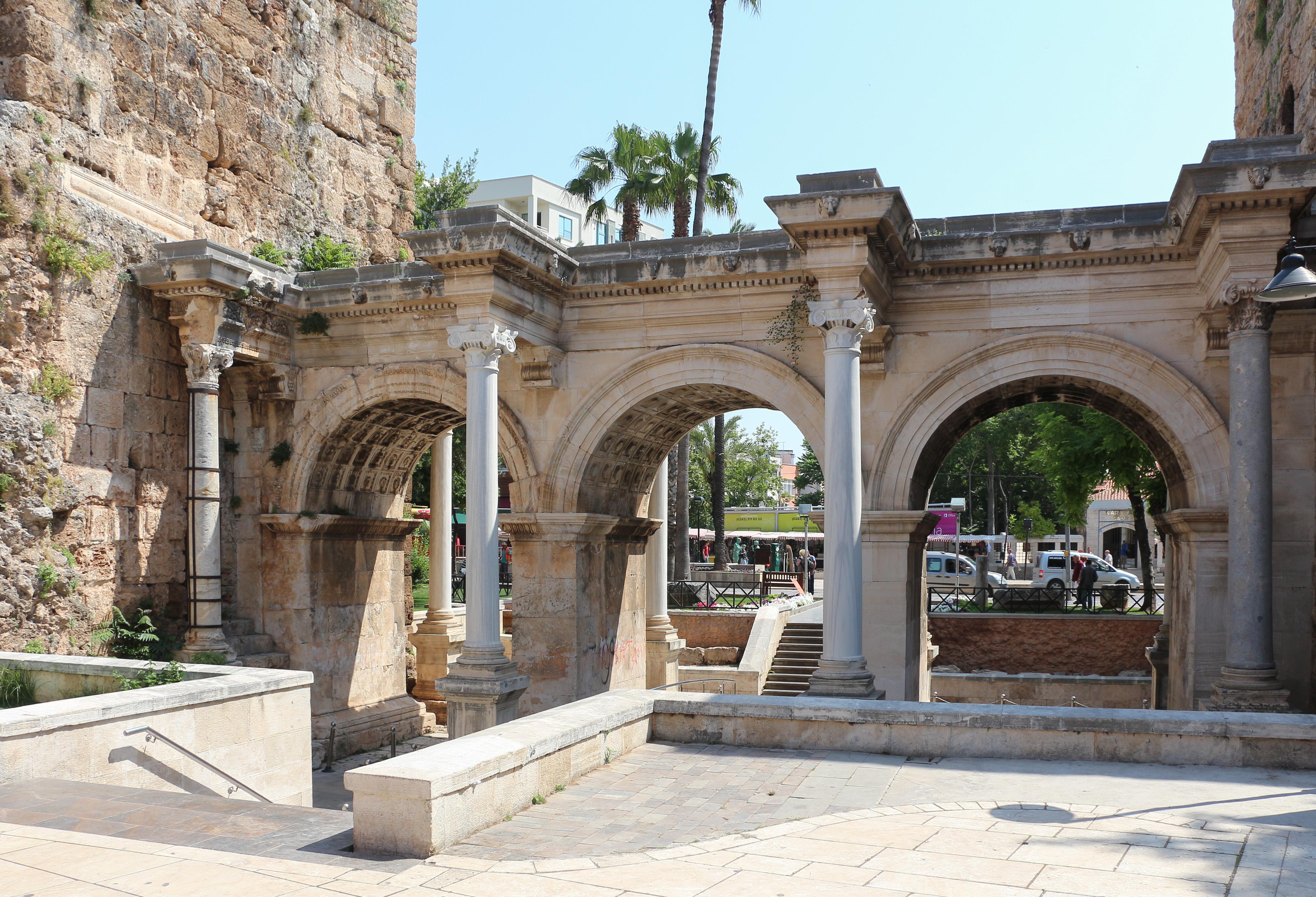 File:Hadrians Gate, Antalya 01.jpg - Wikimedia Commons