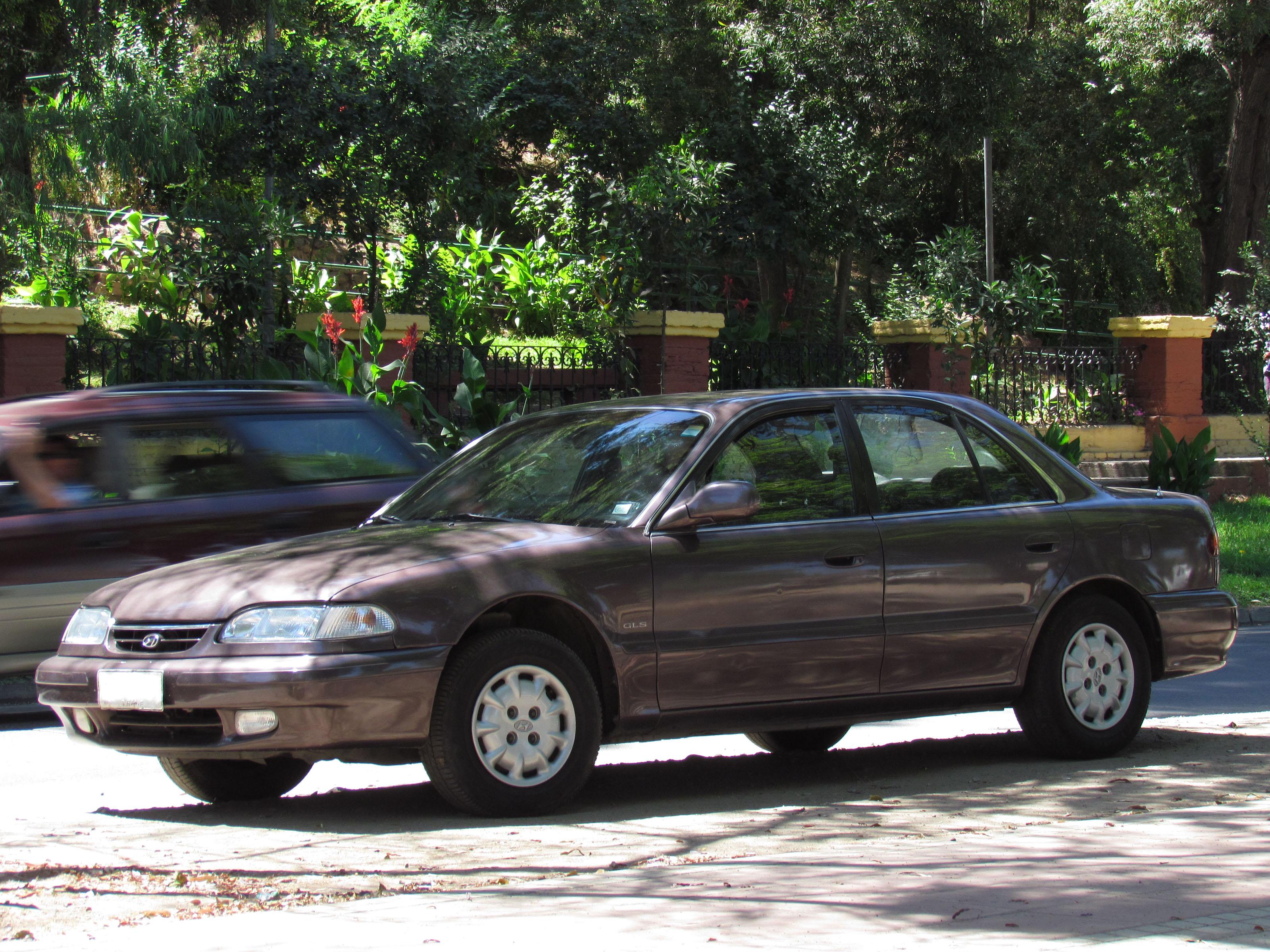 File:Hyundai Sonata 2.0 GLS 1994 (11845523846).jpg ...