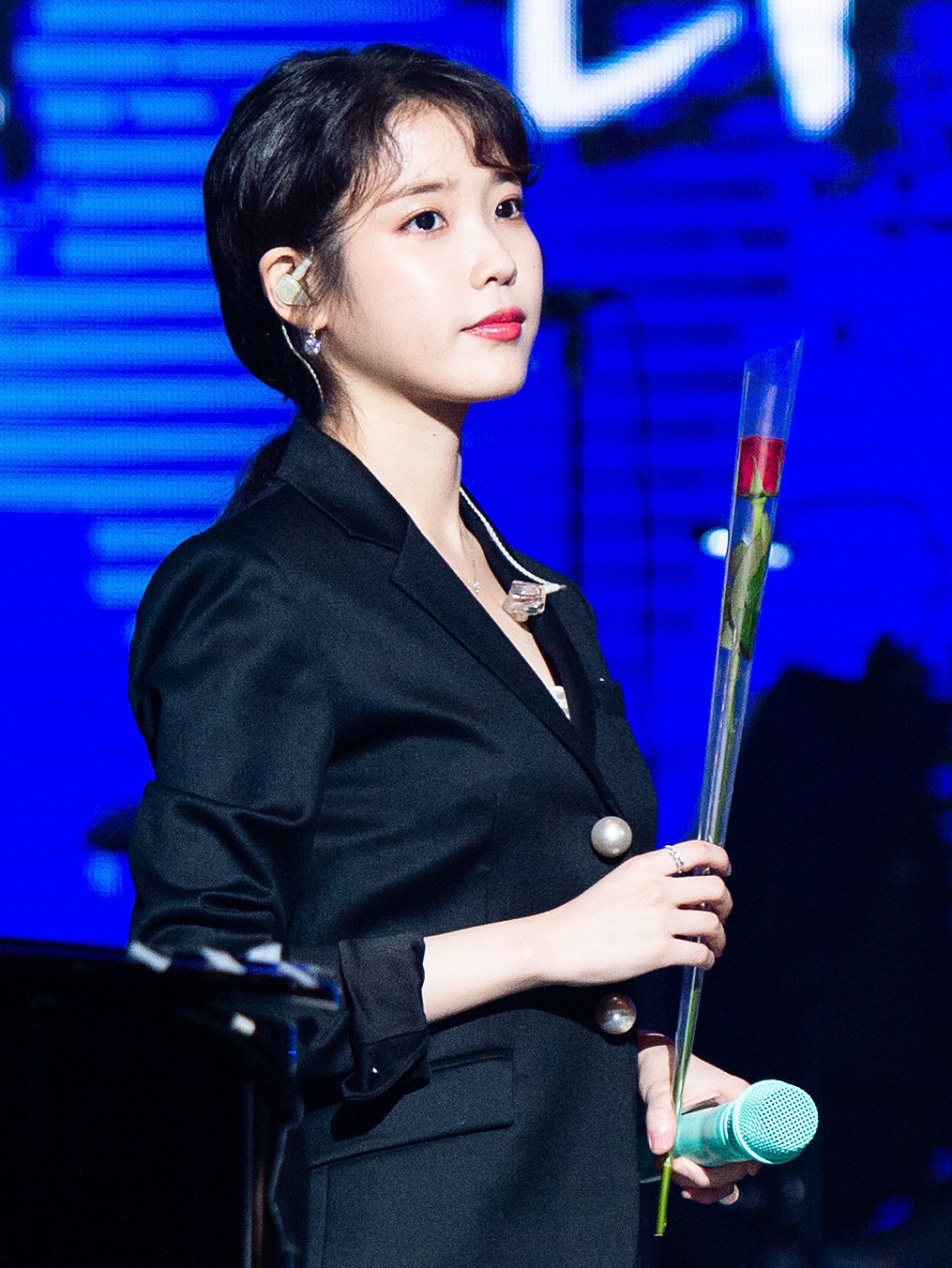 The 25-year old daughter of father (?) and mother(?) Lee Ji-Eun in 2018 photo. Lee Ji-Eun earned a  million dollar salary - leaving the net worth at 15 million in 2018