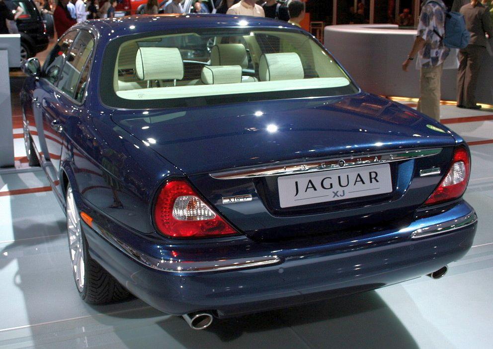 File:Jaguar XJ IAA 2005