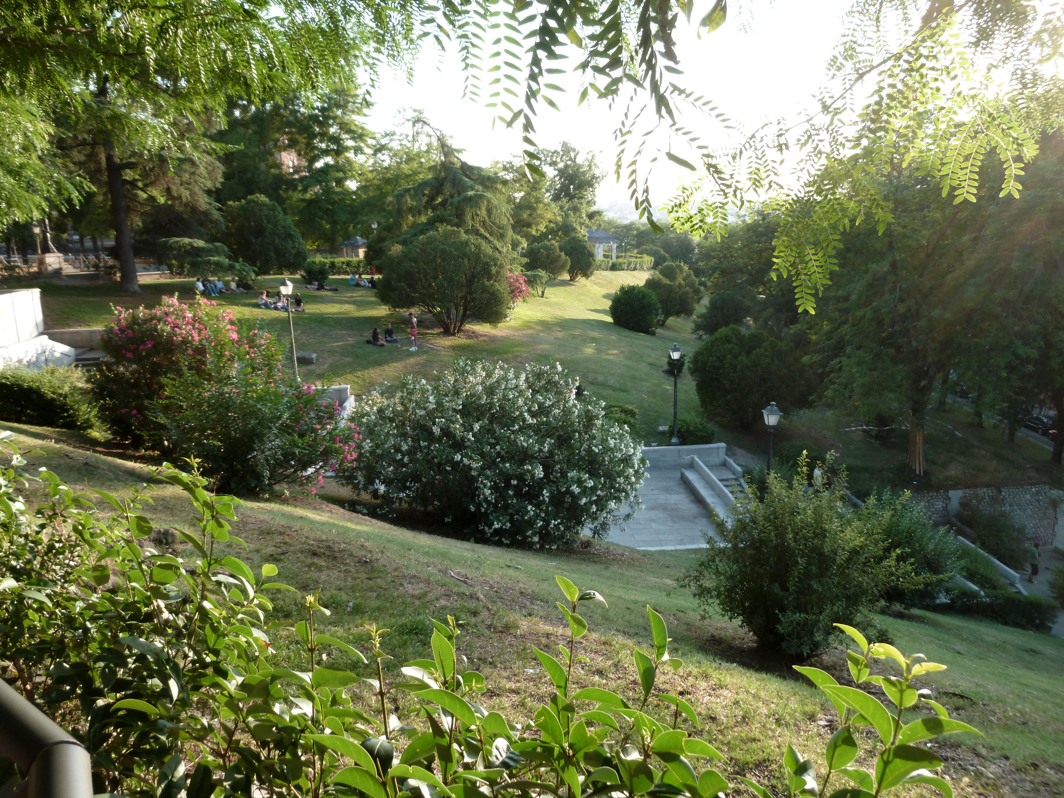 Resultado de imagen de jardin de las vistillas