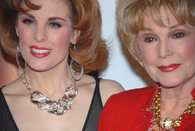 File:Kat Kramer and mother 1.jpg