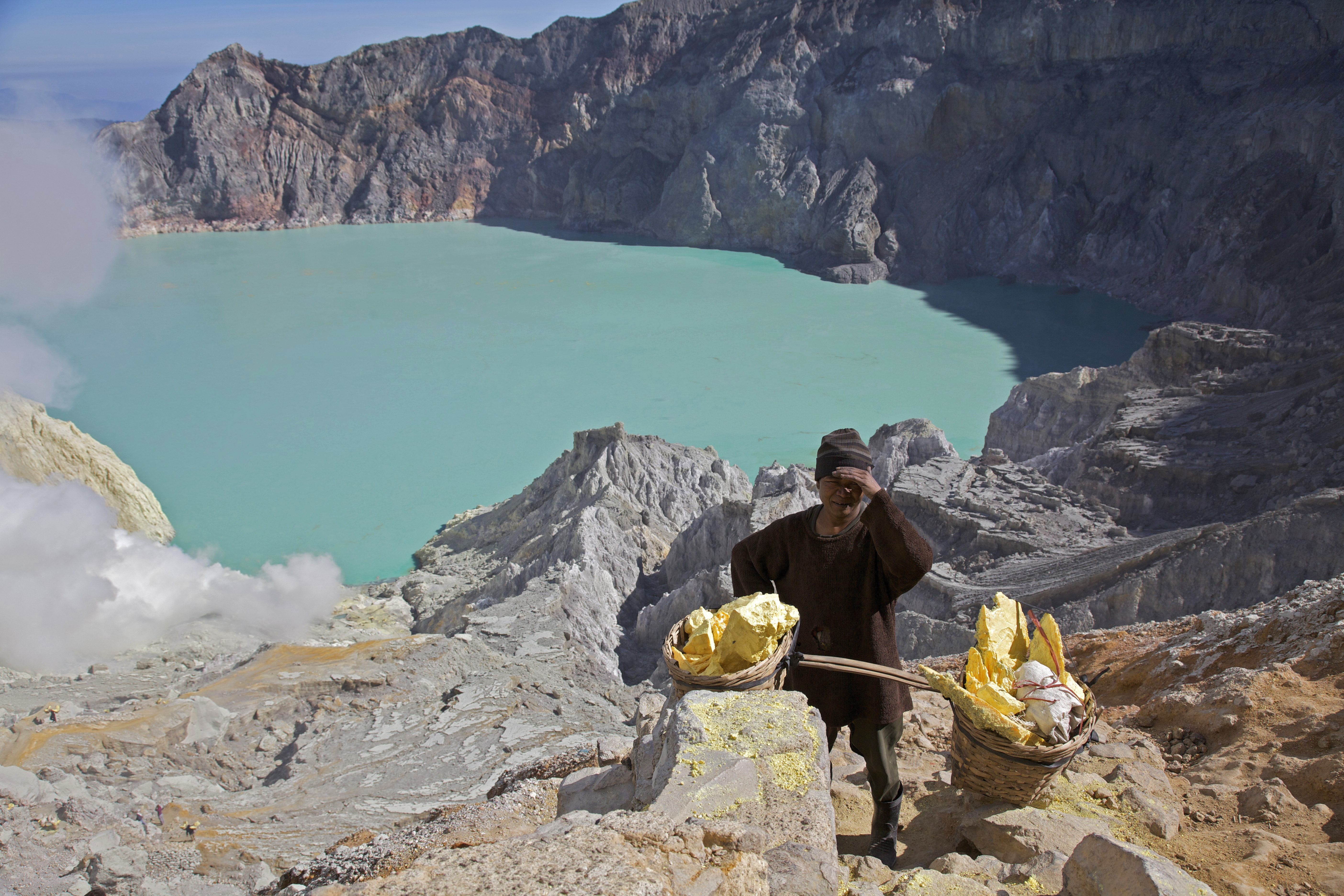 Kawah Ijen -East Java -Indonesia -sulphur-31July2009-b.jpg