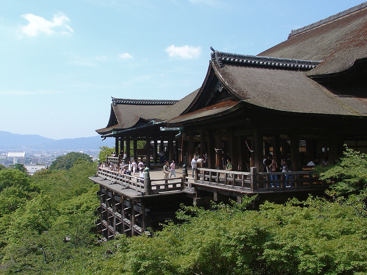 https://upload.wikimedia.org/wikipedia/commons/3/35/Kiyomizu_Temple_-_01.jpg