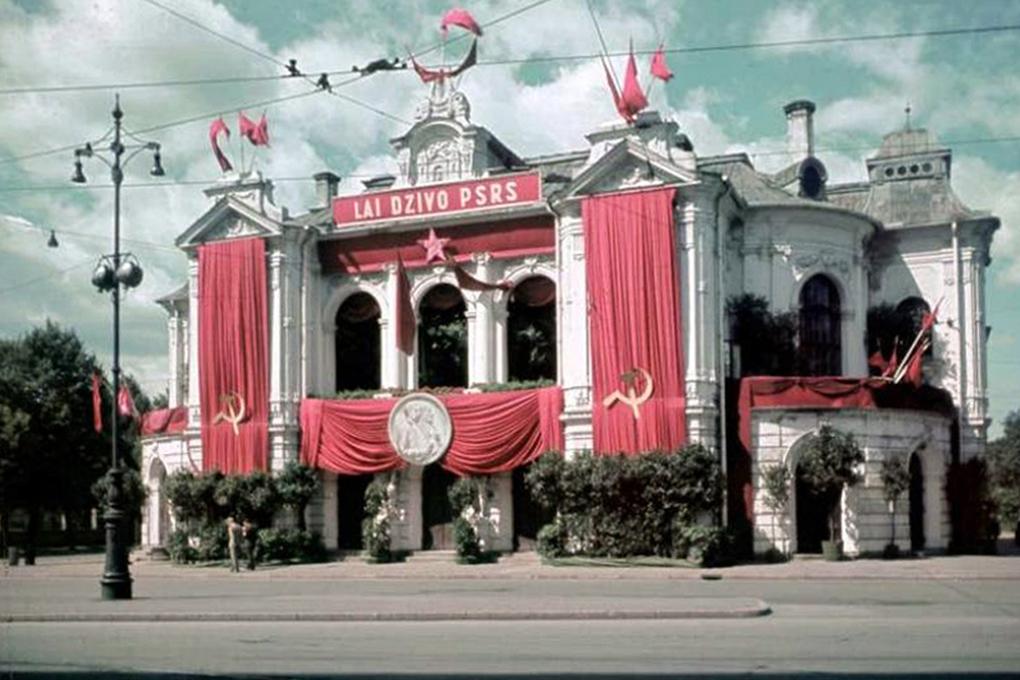 Théâtre National de Riga en 1940 sous l'occupation soviétique.