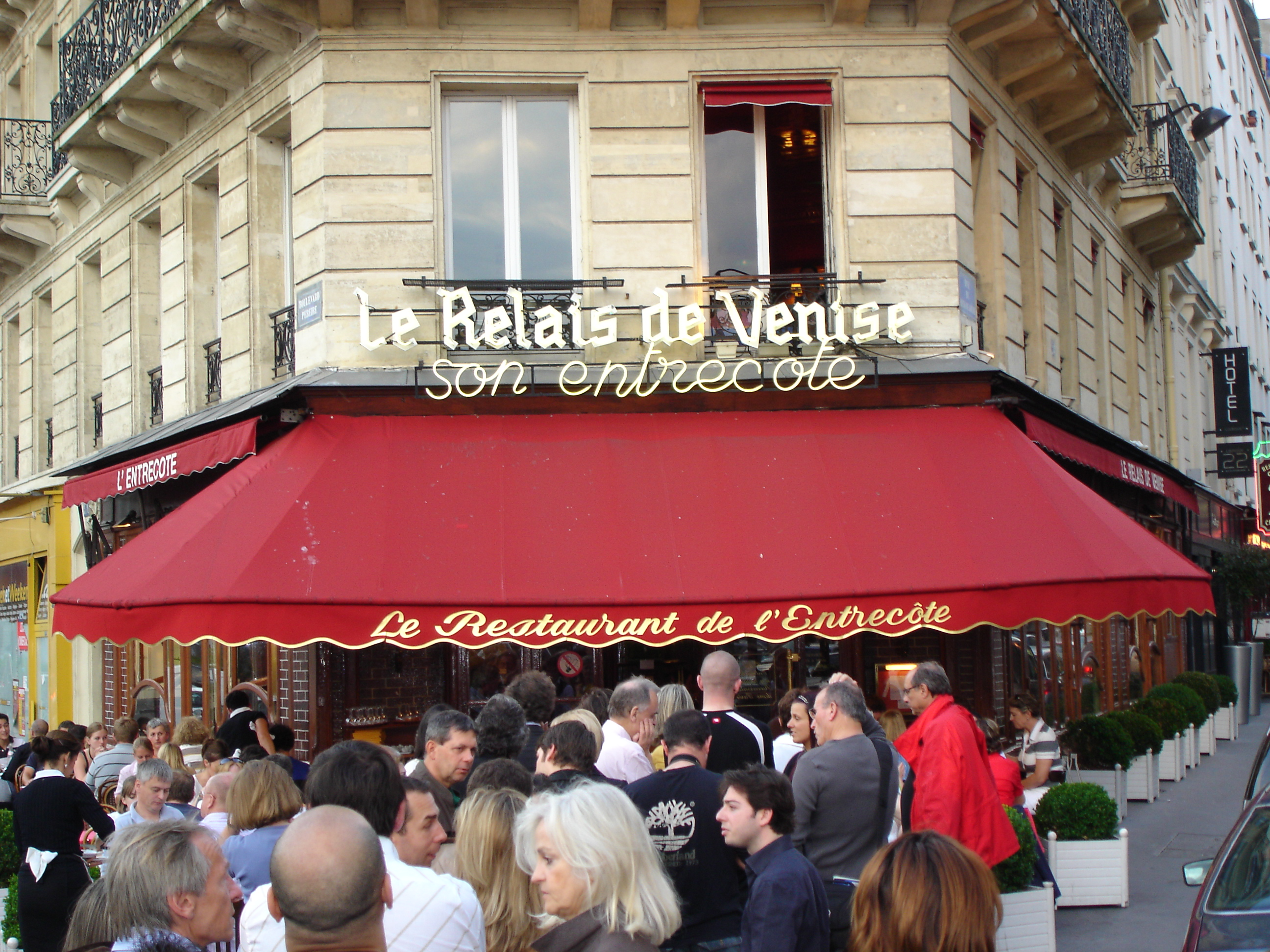 Restaurants cafes le relais de venise 39 39 l 39 entrecote 39 39 for Porte maillot in paris