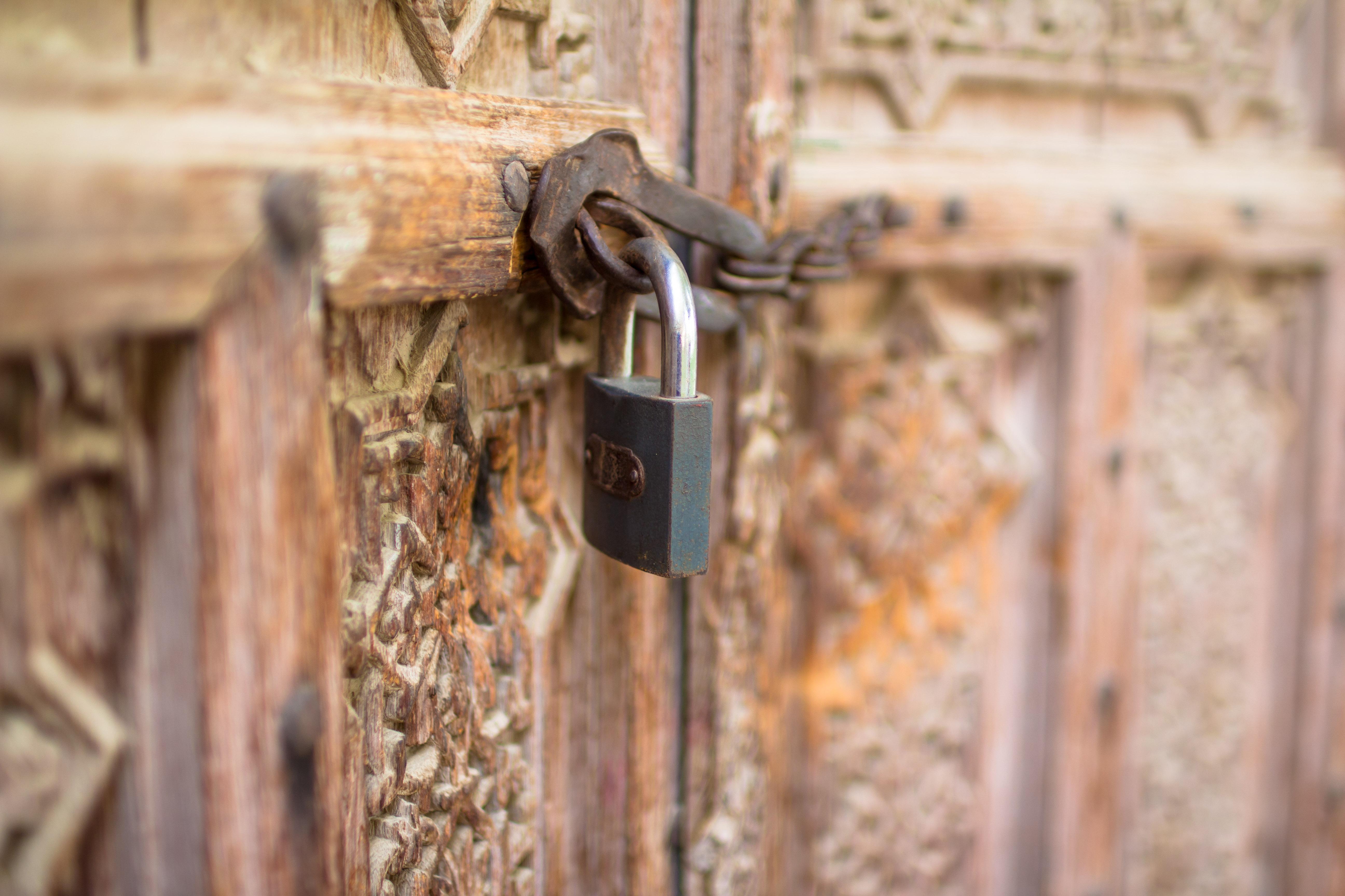 FileLocked Door of Tajjar.jpg & File:Locked Door of Tajjar.jpg - Wikimedia Commons