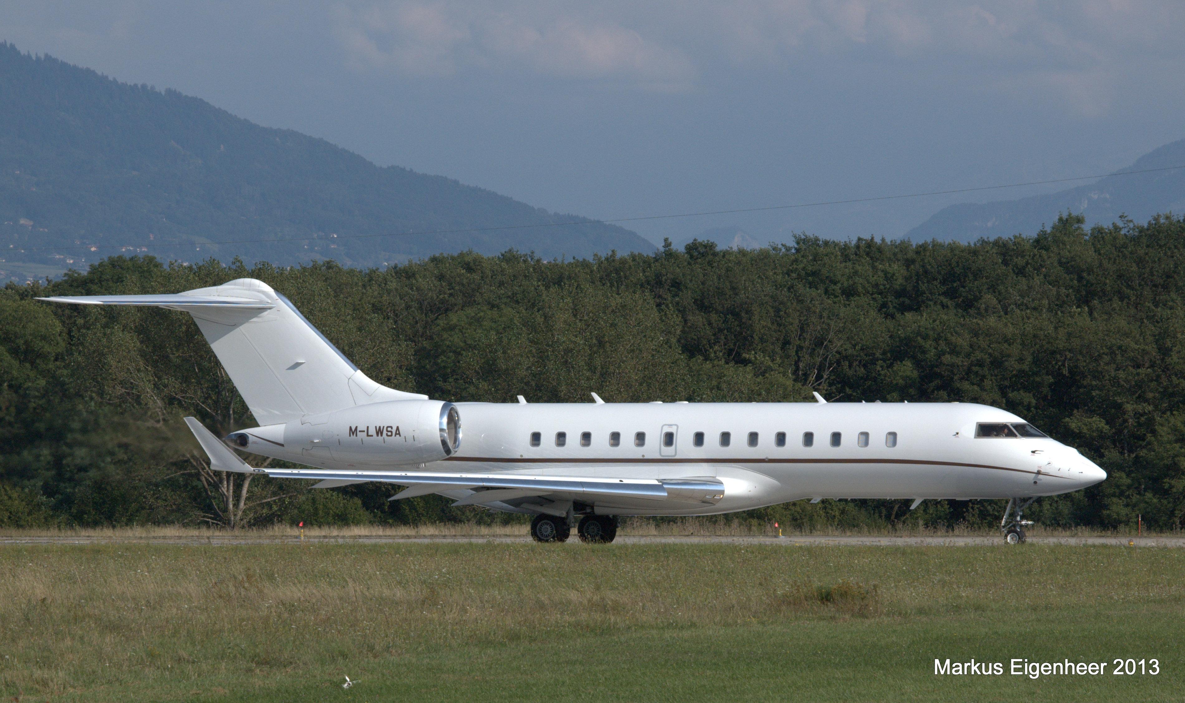 File:M-LWSA Bombardier BD-700-1A10 Global Express GLEX ...