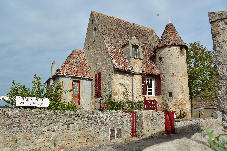 File Maison Des Chanoines Forteresse De Bourbon L Archambault Allier Jpg Wikimedia Commons