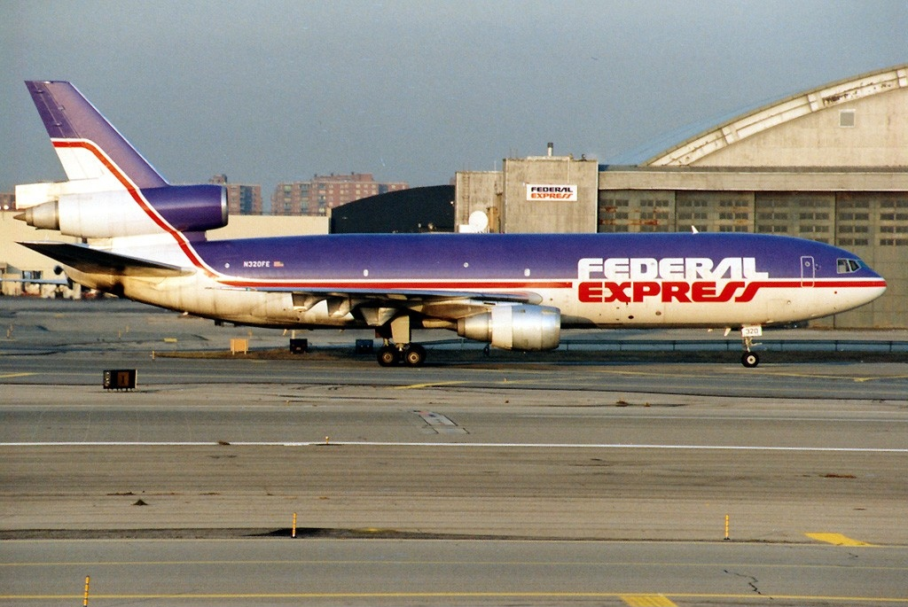 a history of federal express By 1987, federal express was providing service to about 90 countries and had landing rights in five airports outside the united states, at montreal, toronto, brussels, london, and limited rights in tokyo.