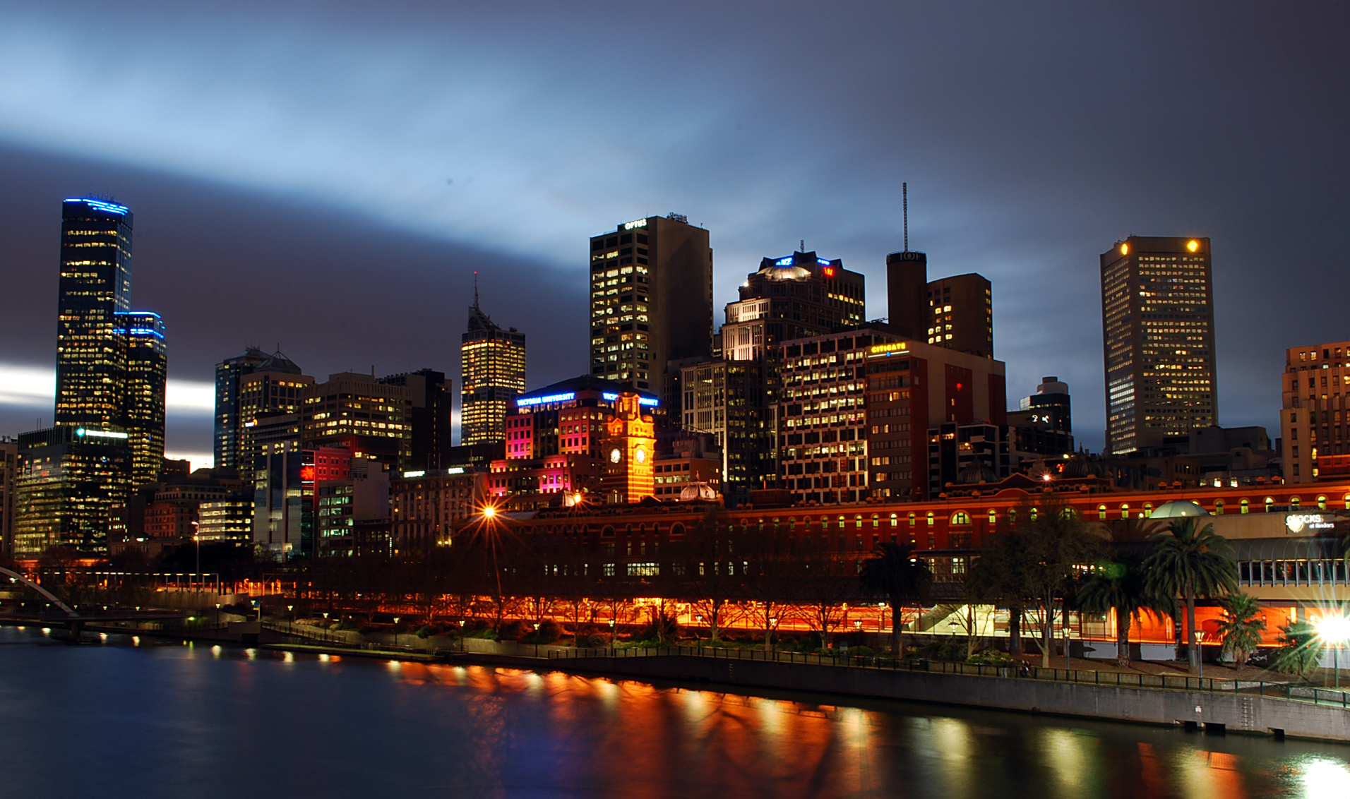 File:Melbourne At Nigh...