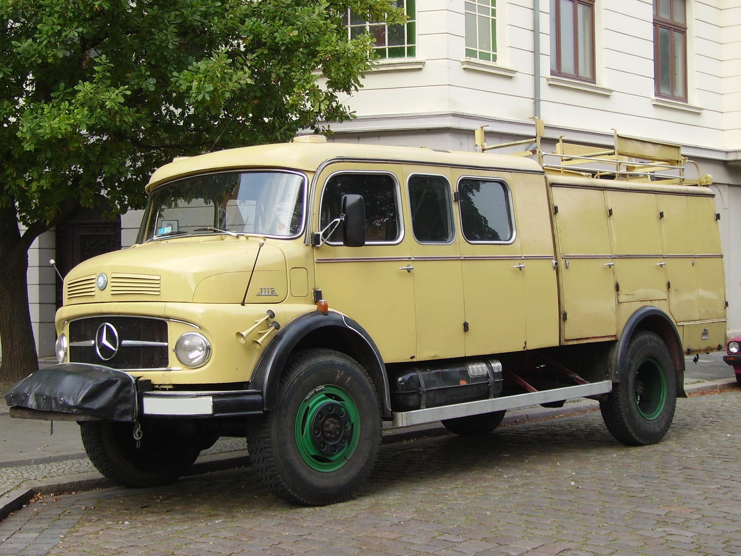 Description Mercedes-Benz 1113.jpg