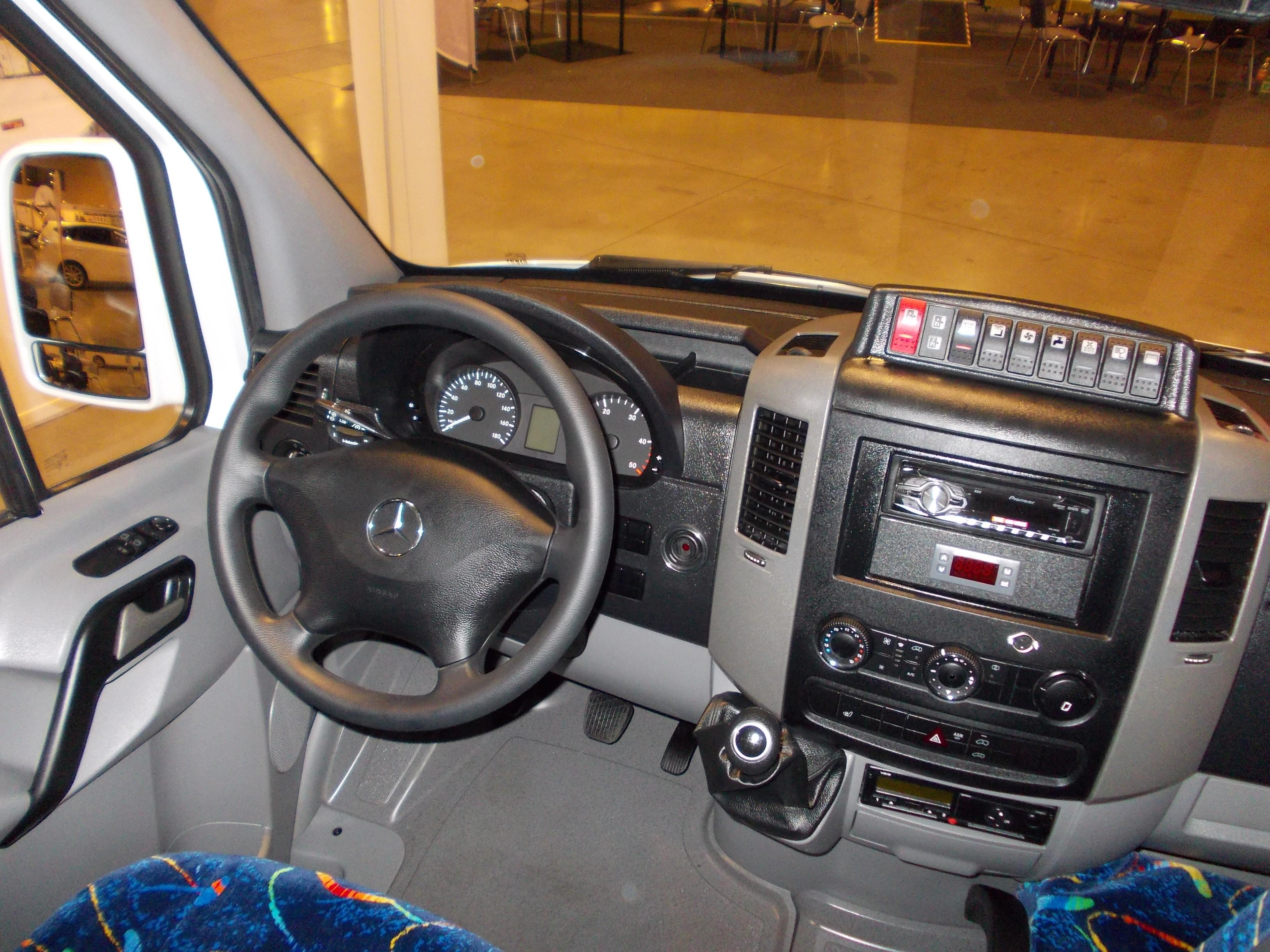 File:Mercedes-Benz Sprinter FL Automet cockpit ... | {Auto cockpit mercedes 72}