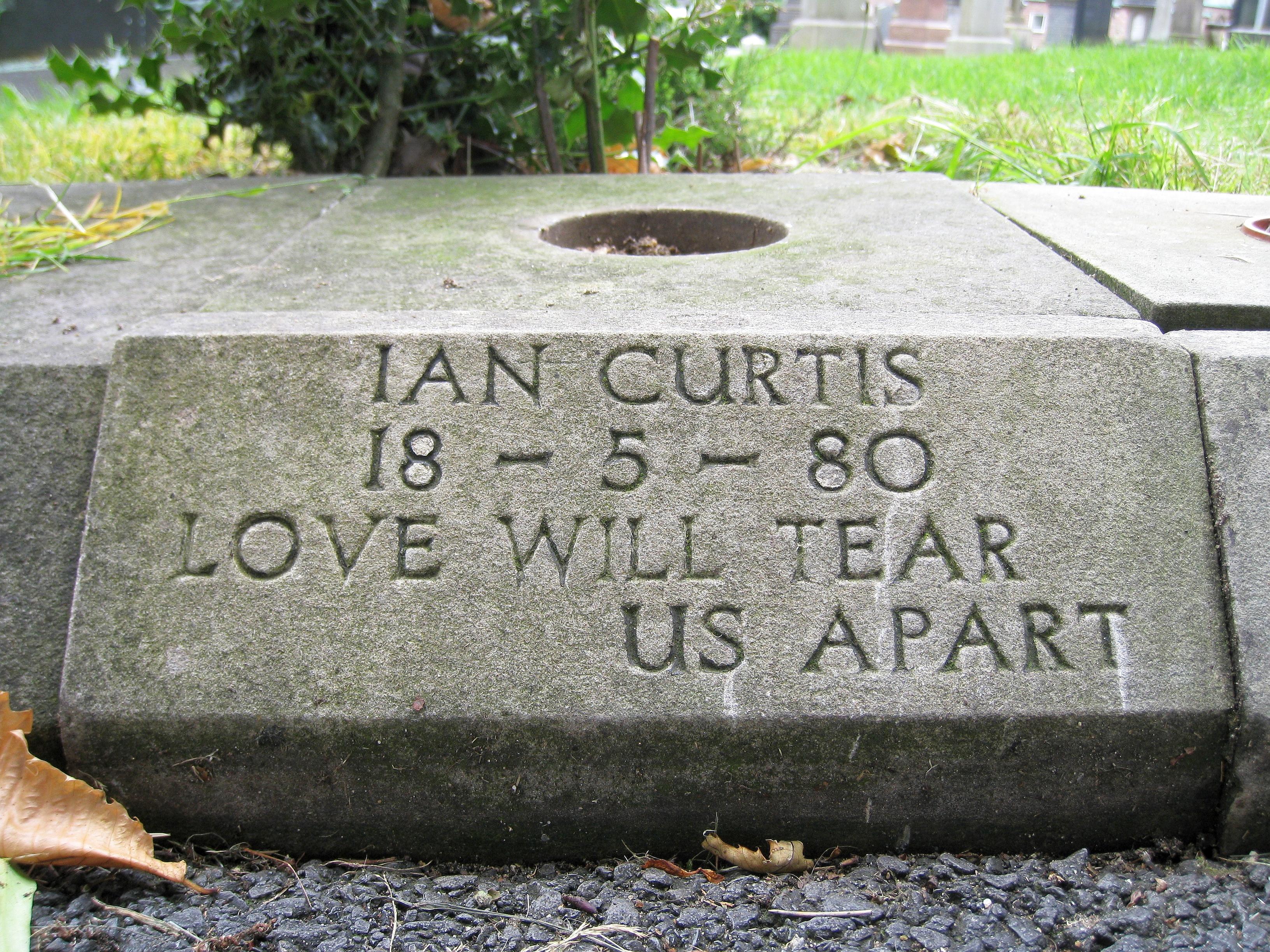 La tomba di Ian Curtis a Macclesfield
