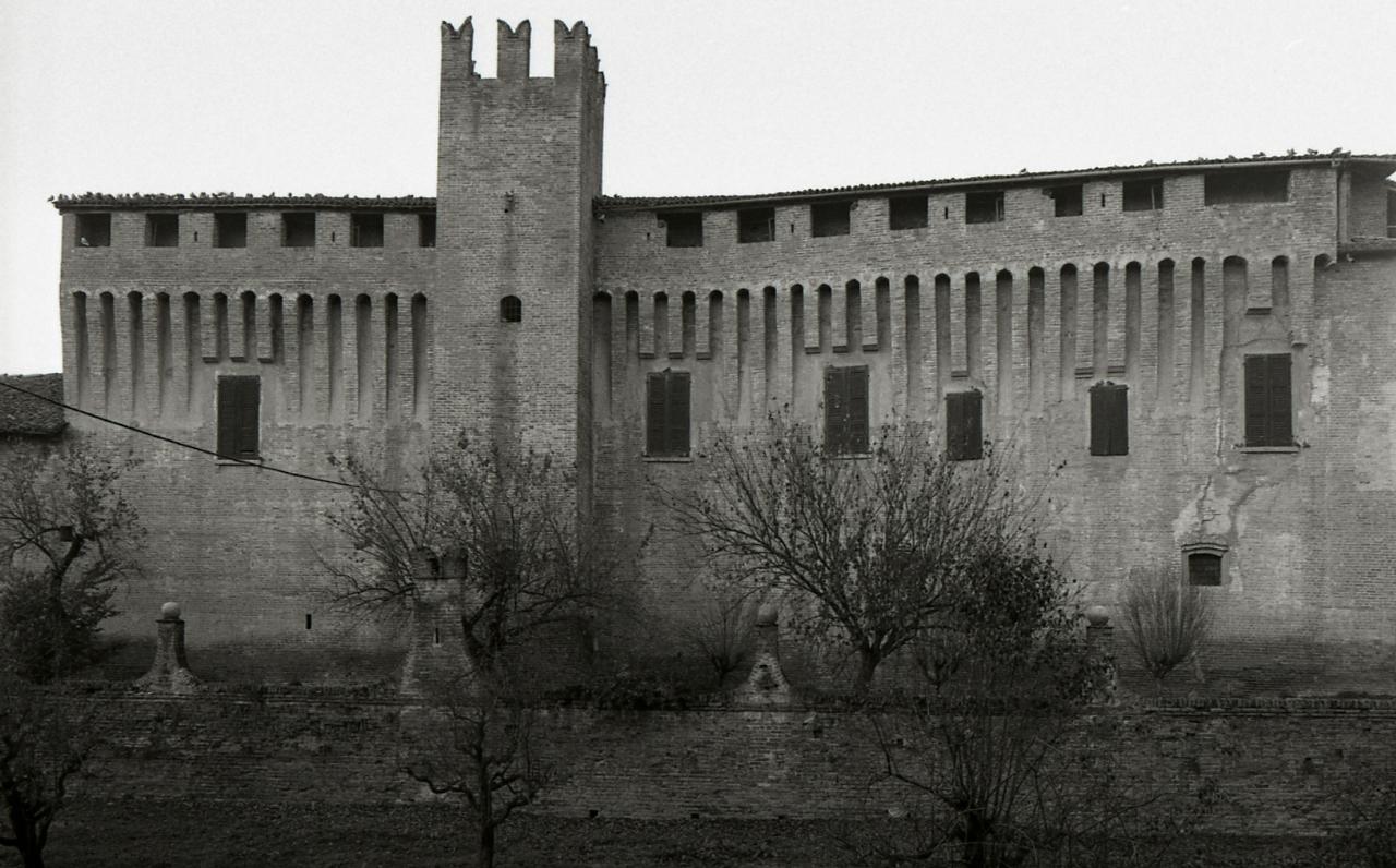 File paolo monti servizio fotografico maccastorna 1980 for Materiale fotografico milano