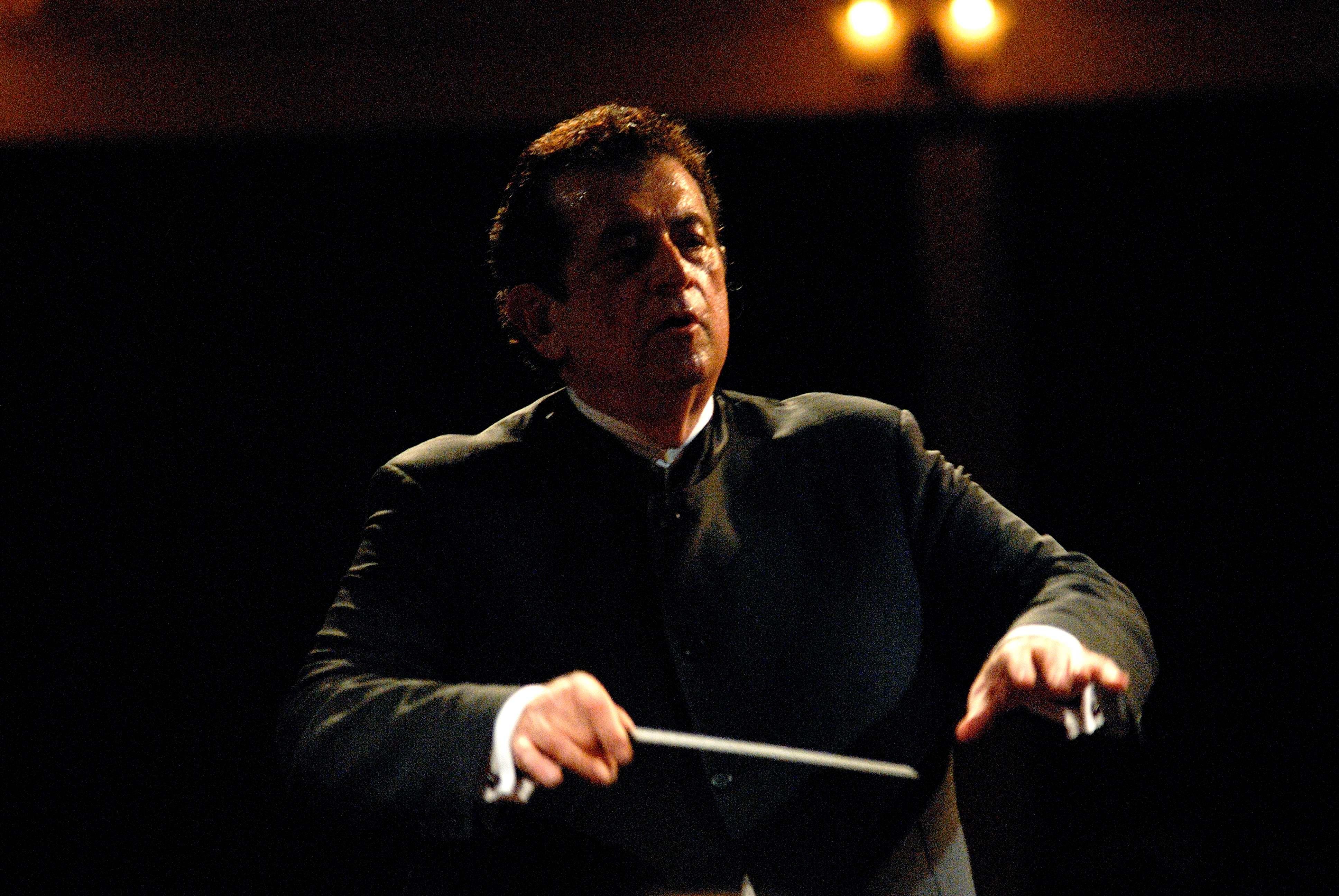 Peter Tiboris Conducting at Festival of the Aegean in 2007