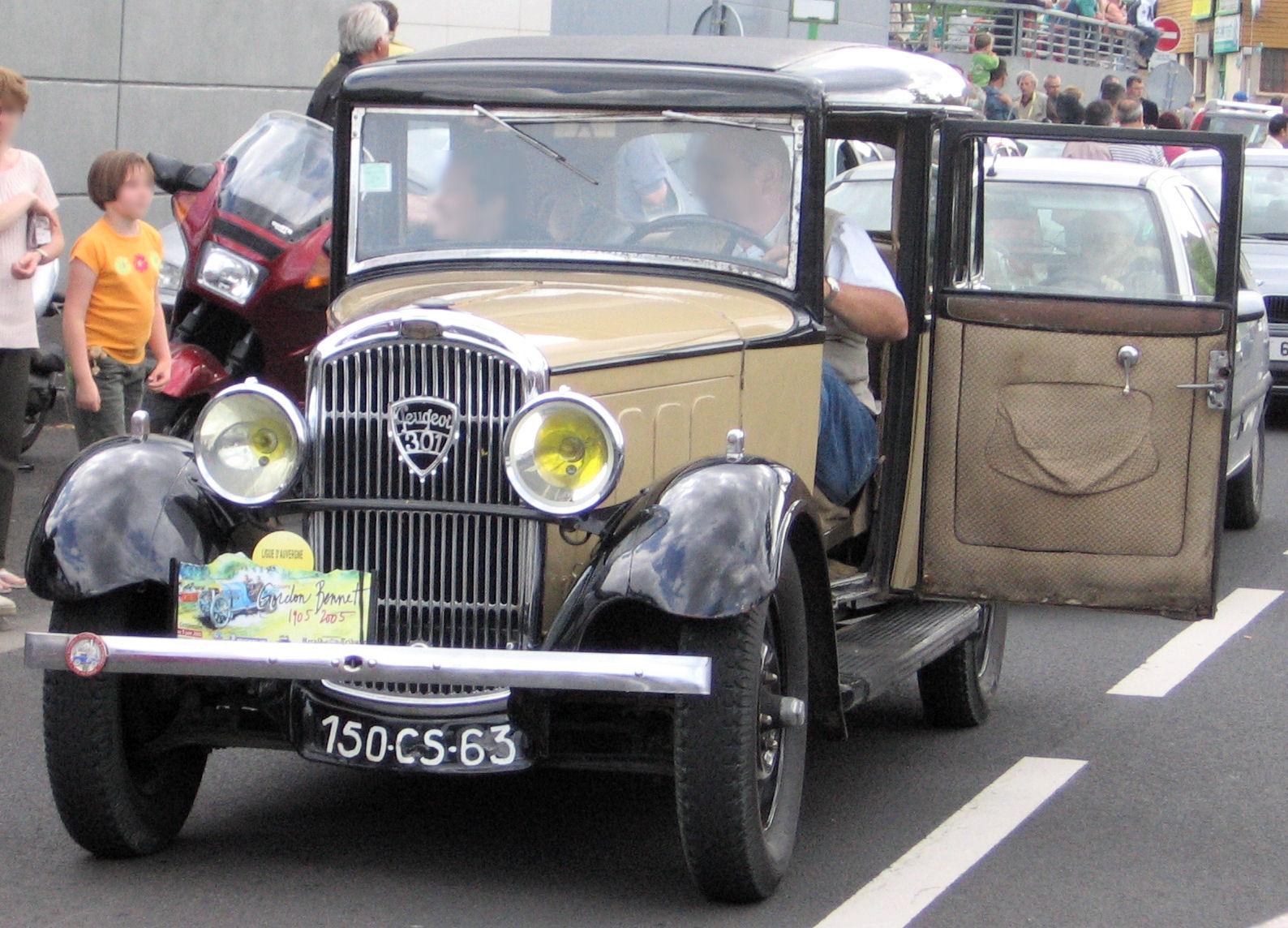http://upload.wikimedia.org/wikipedia/commons/3/35/Peugeot_301_door.jpg