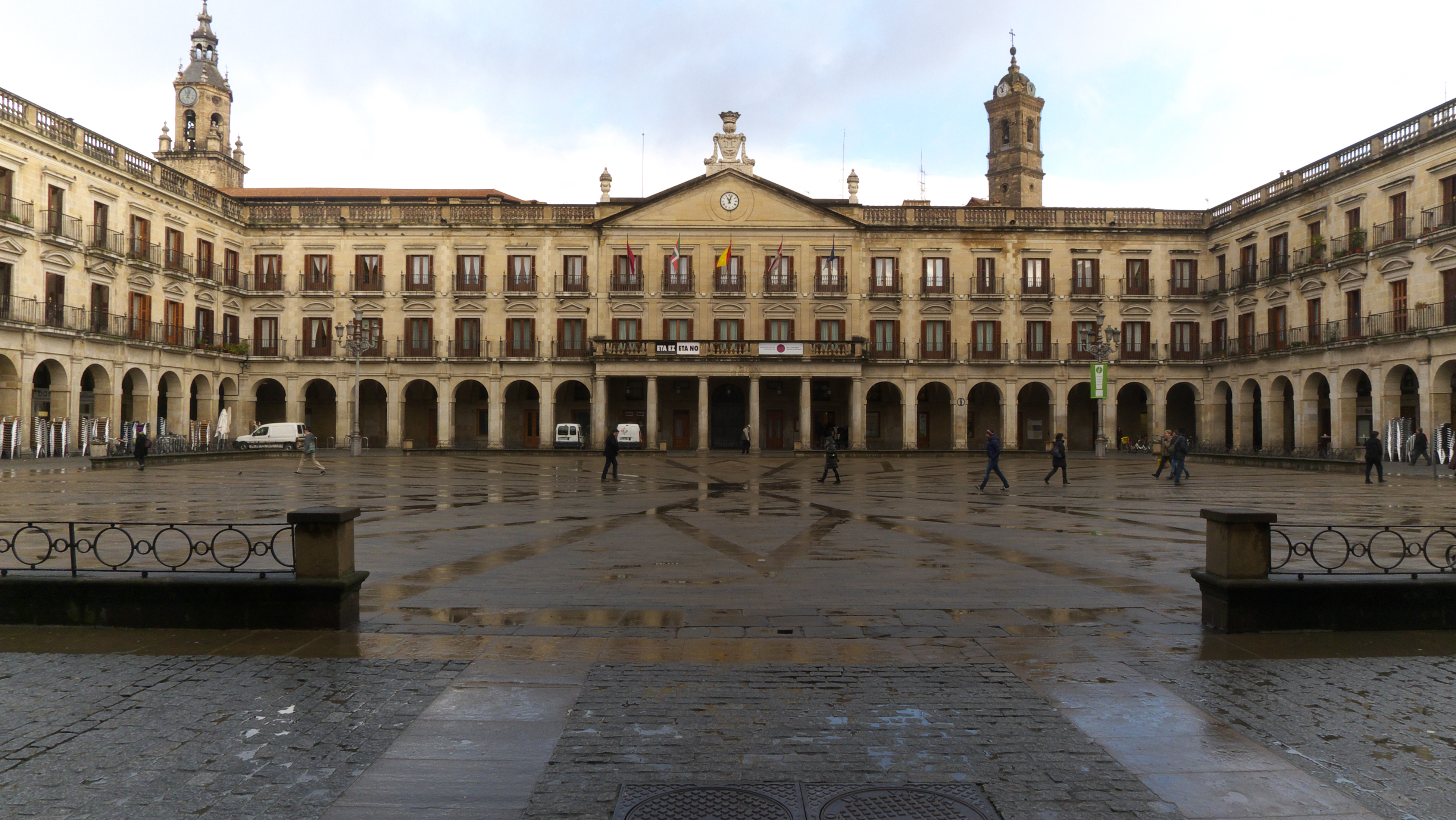 Vitoria File:Plaza de Espa&#24...