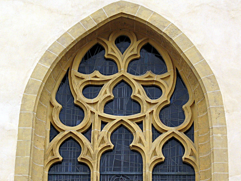 Reuleaux triangles on a window of Saint Michael church, Luxembourg.jpg