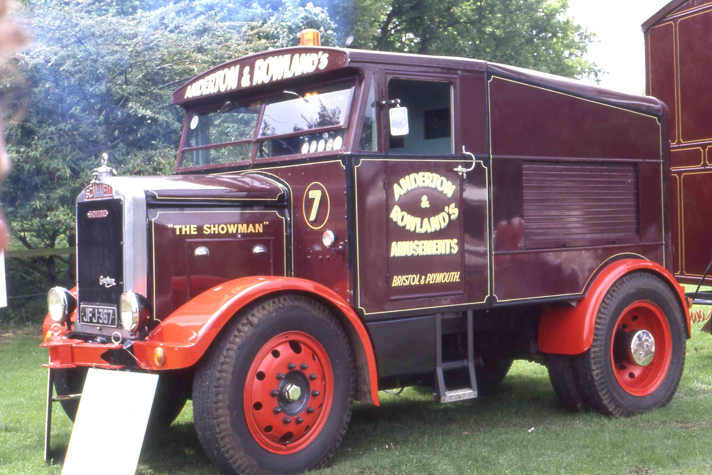 "File:Scammell Showtrac JFJ 367 ""The Showman"" of Anderton ^ Rowland, Antrim"
