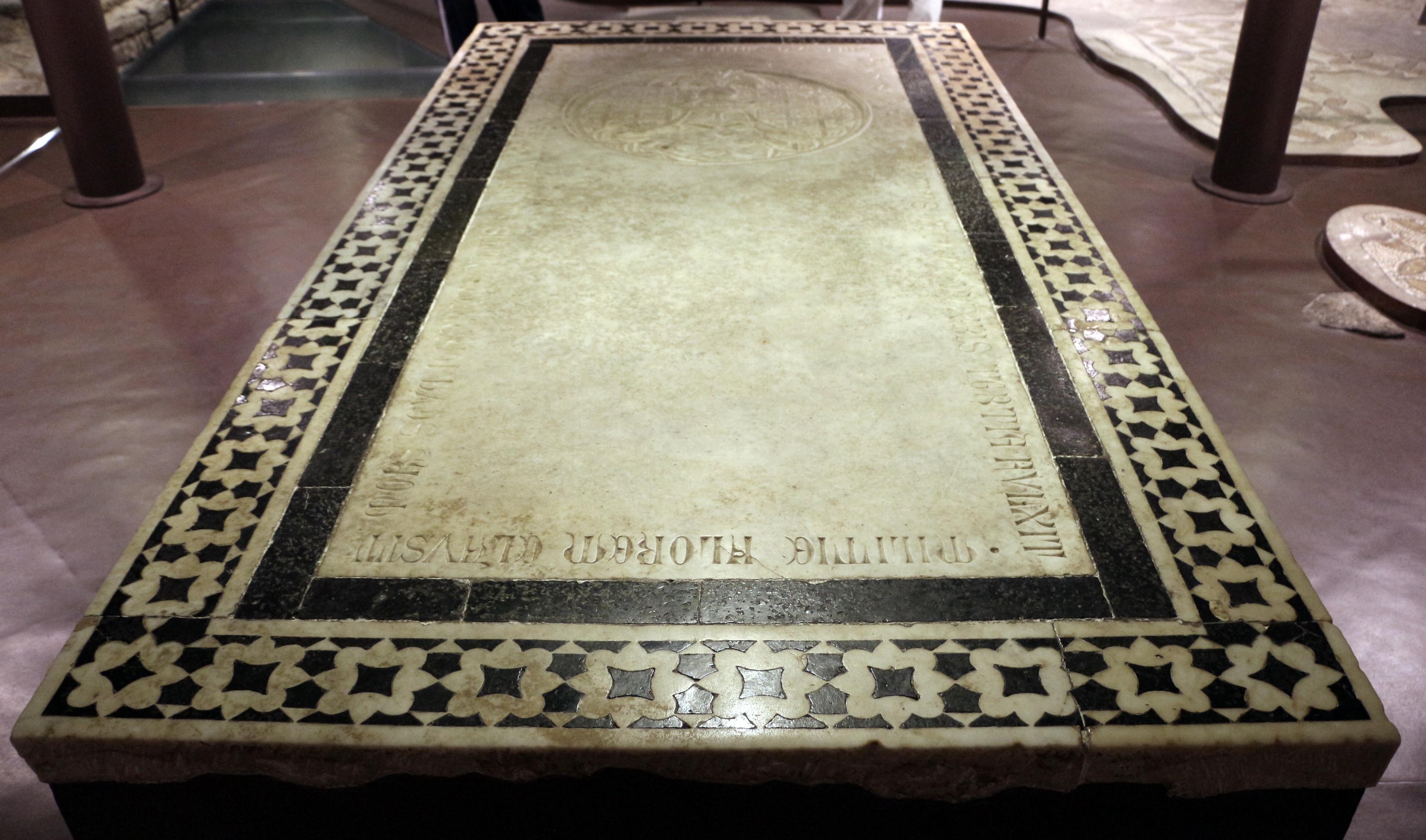 File:Scavi di santa reparata sotto il duomo di firenze, lastra tombale di  giovanni