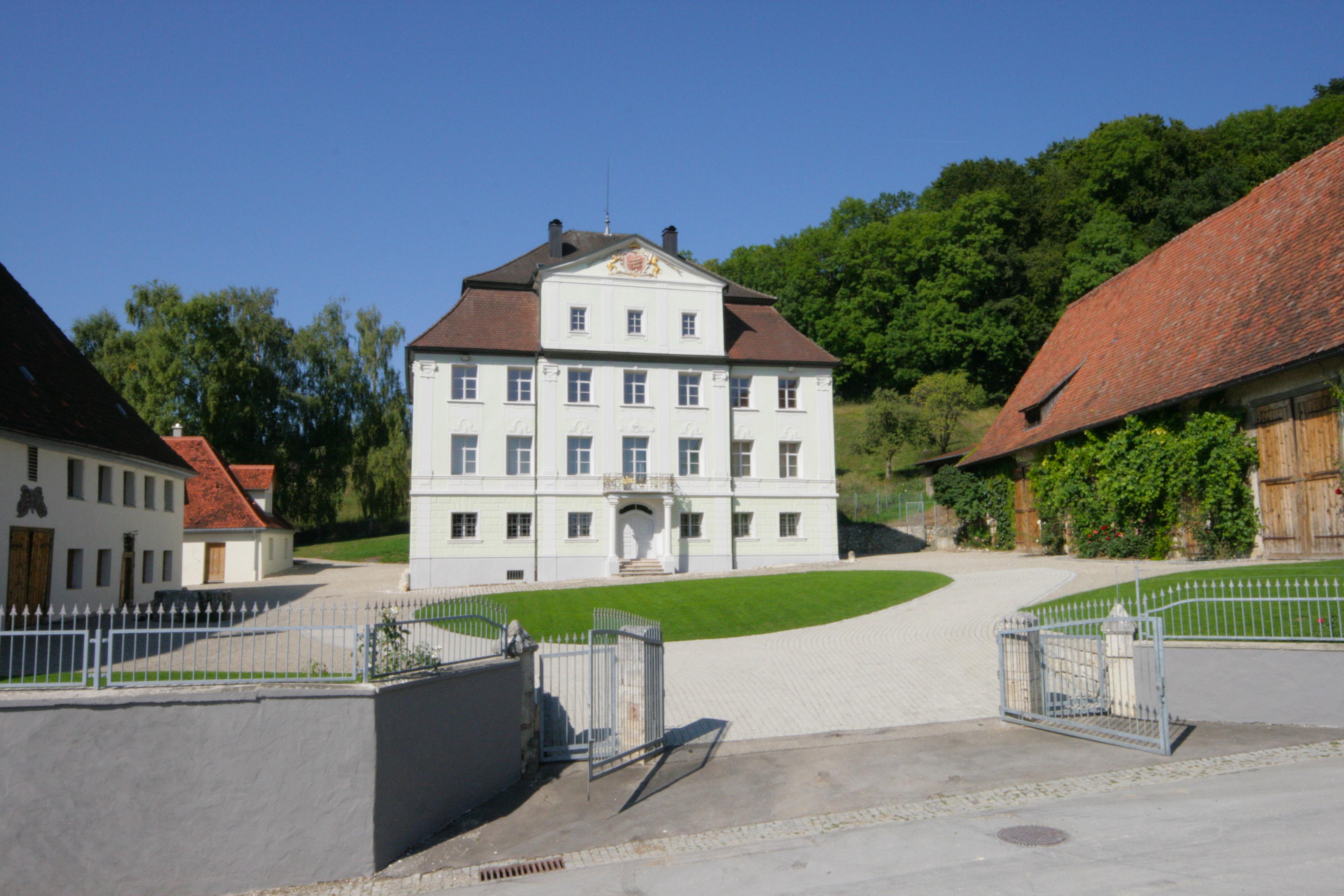 Schloss Granheim mit Nebengebäuden.jpg