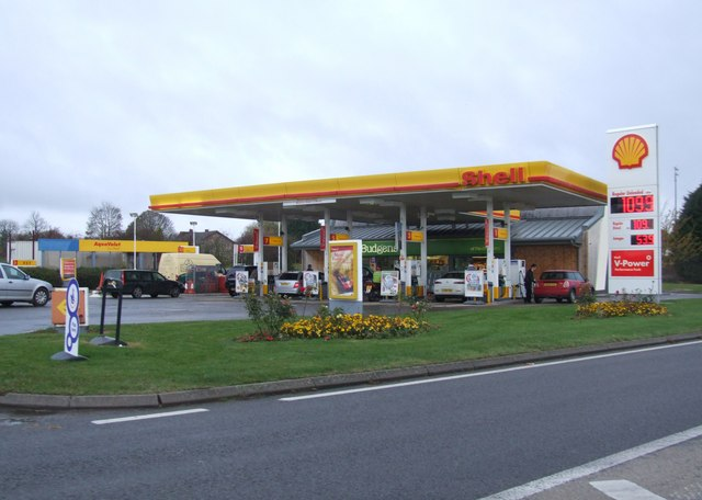 File Shell Petrol Station On The A5 Near Paulerspury
